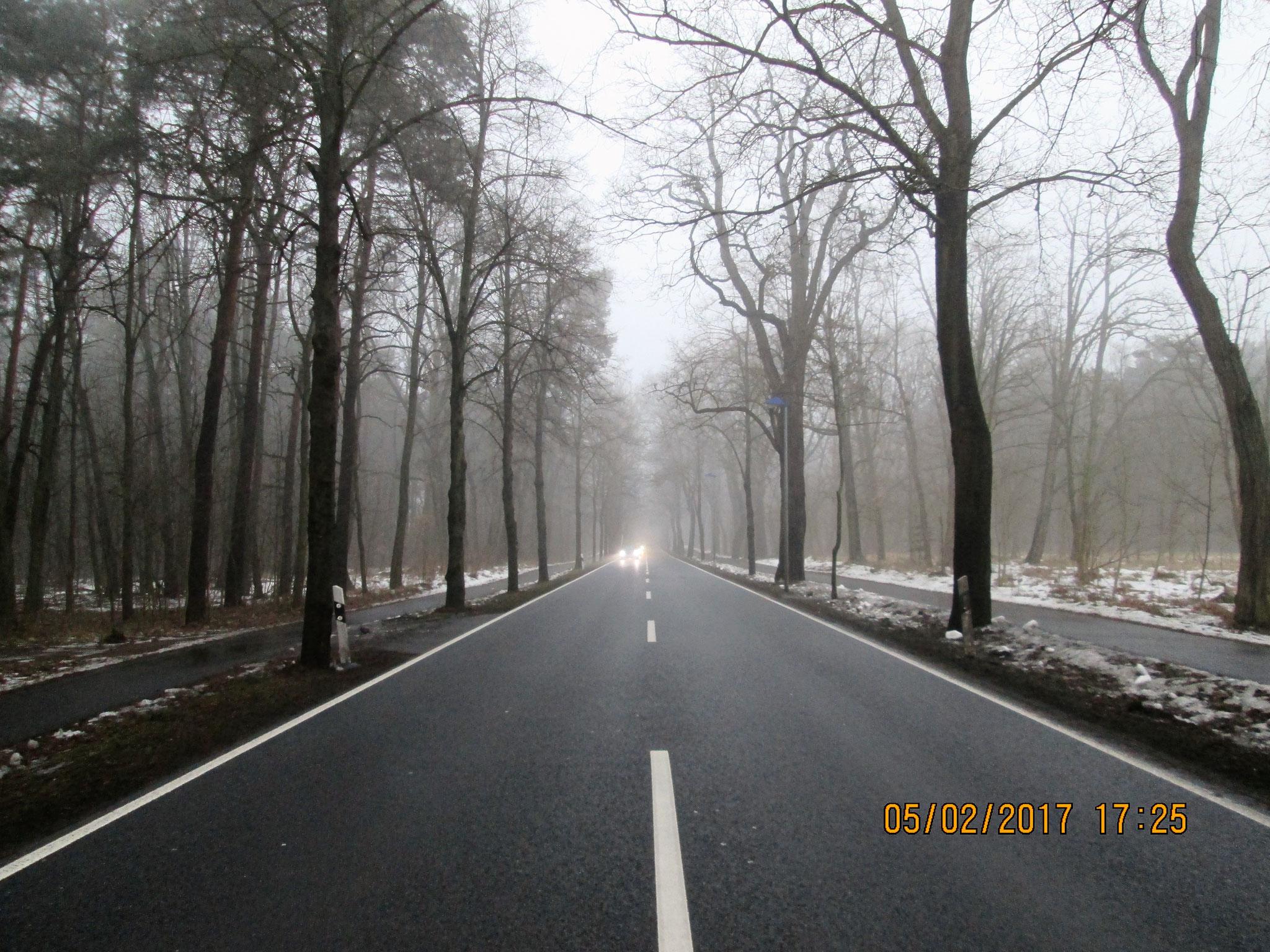Weg zum Bahnhof, 4 km Straße
