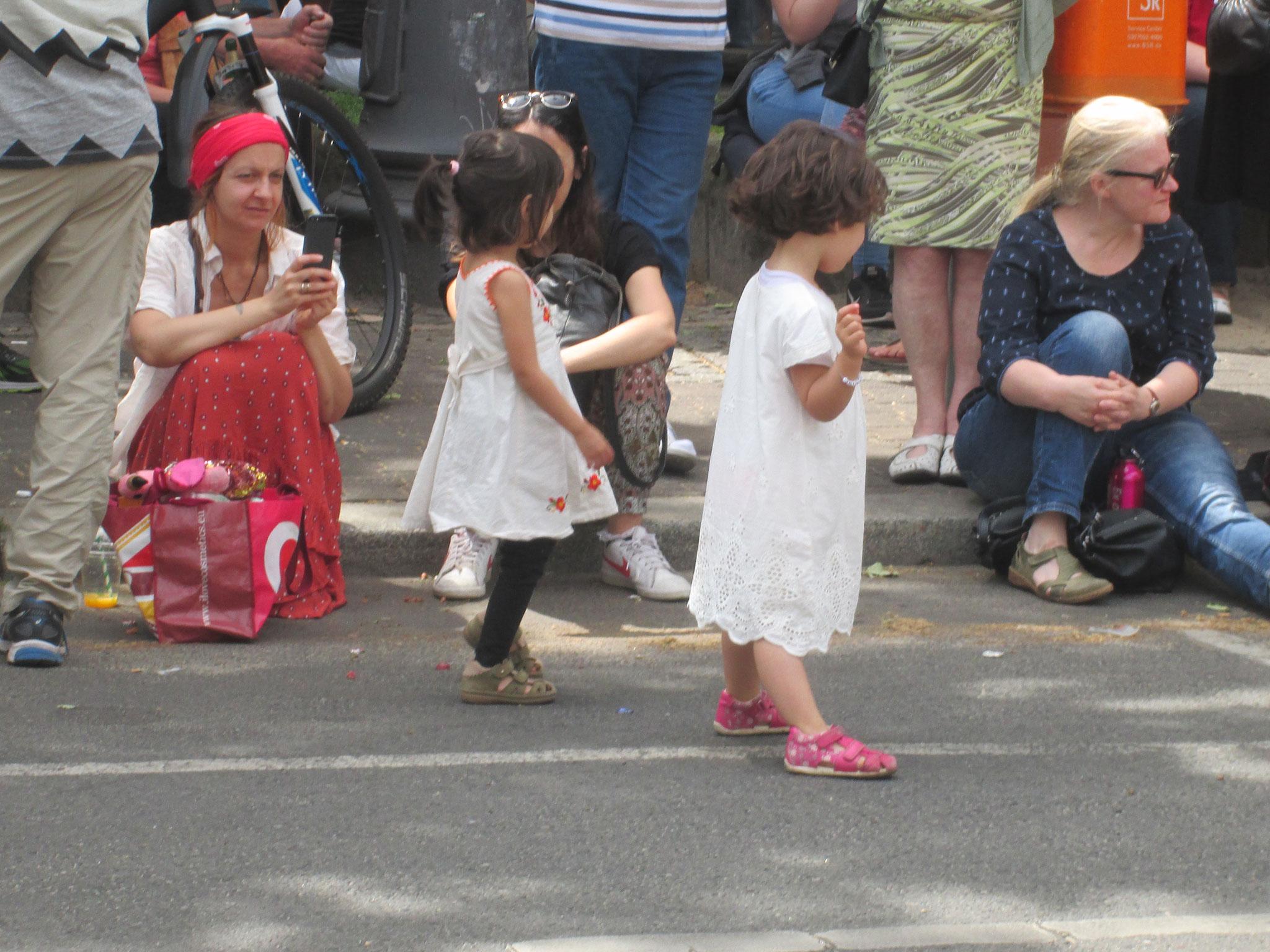 Auch die Kleinsten tanzen mit