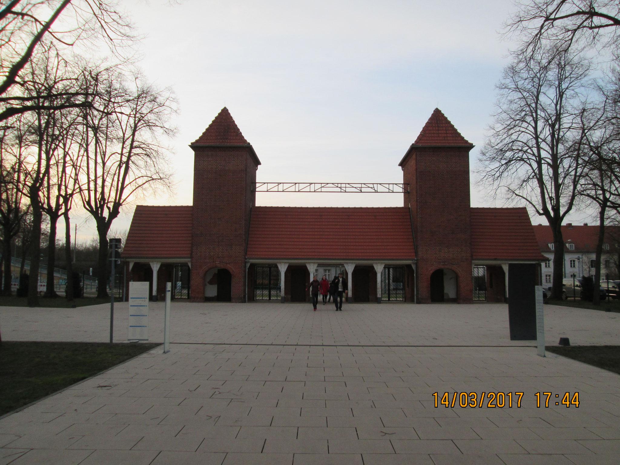 Historischer Eingang zum Olympiagelände