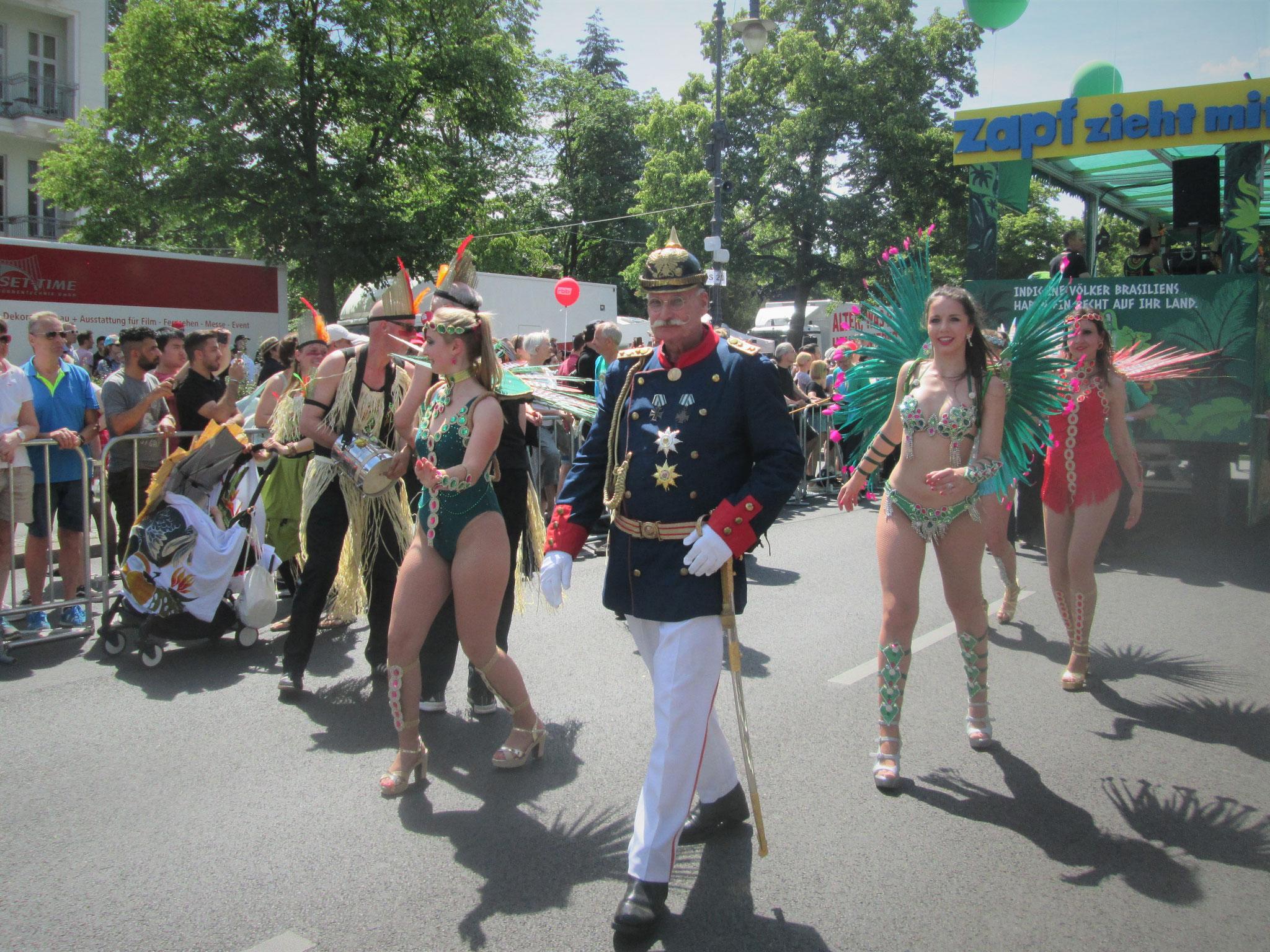 ... denn hier tanzt der Hauptmann von Köpenick Samba. Oder sorgt er für Recht und Ordnung?