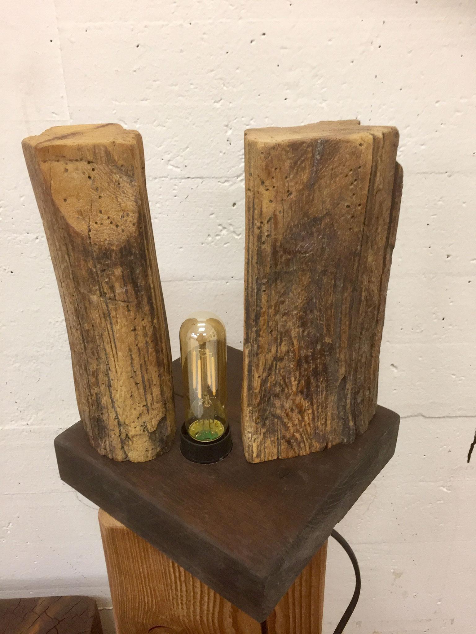 Dekorlampe aus Altholz
