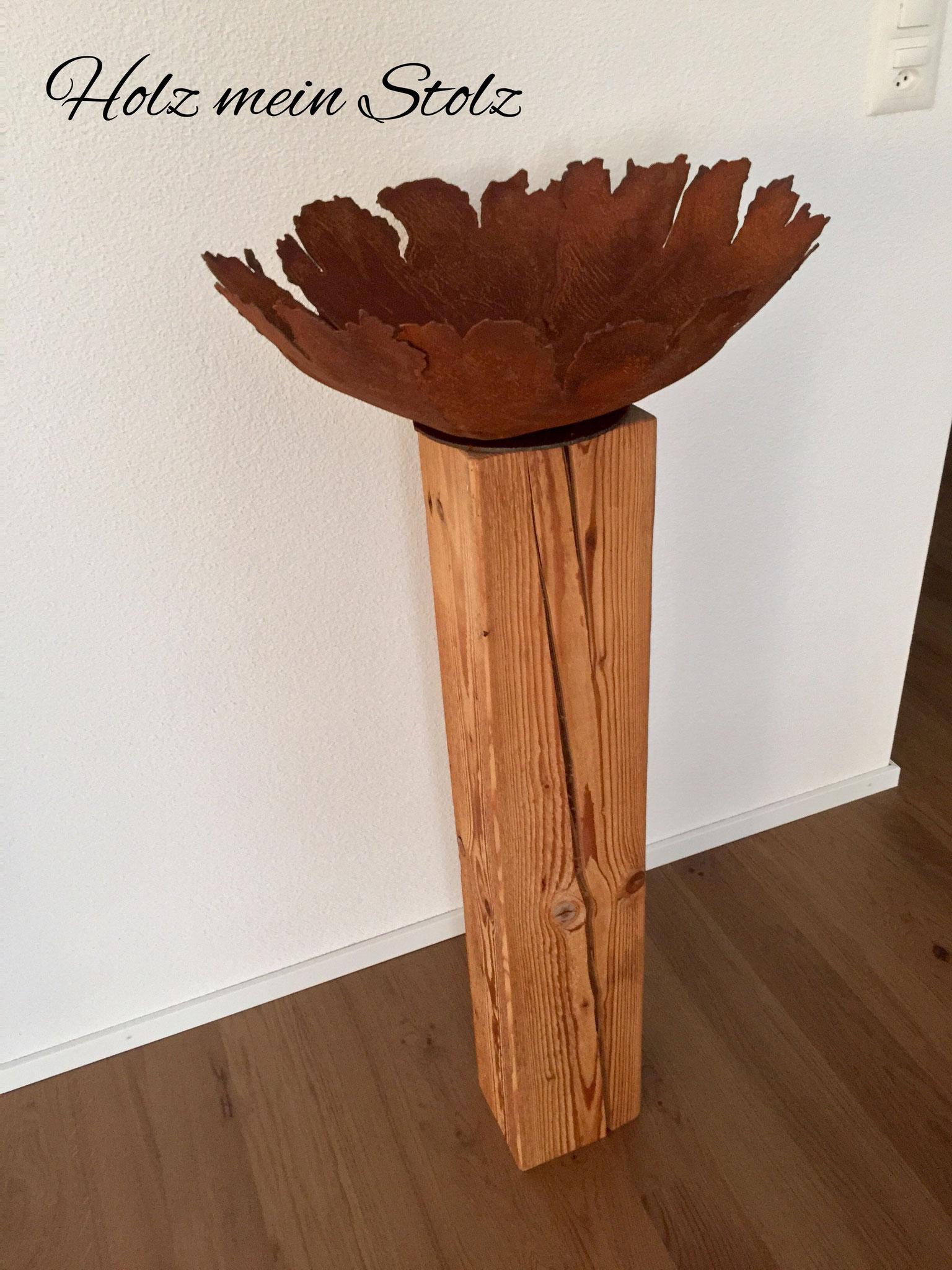 Schale aus Edelrost 45cm Durchmesser auf Holzbalken