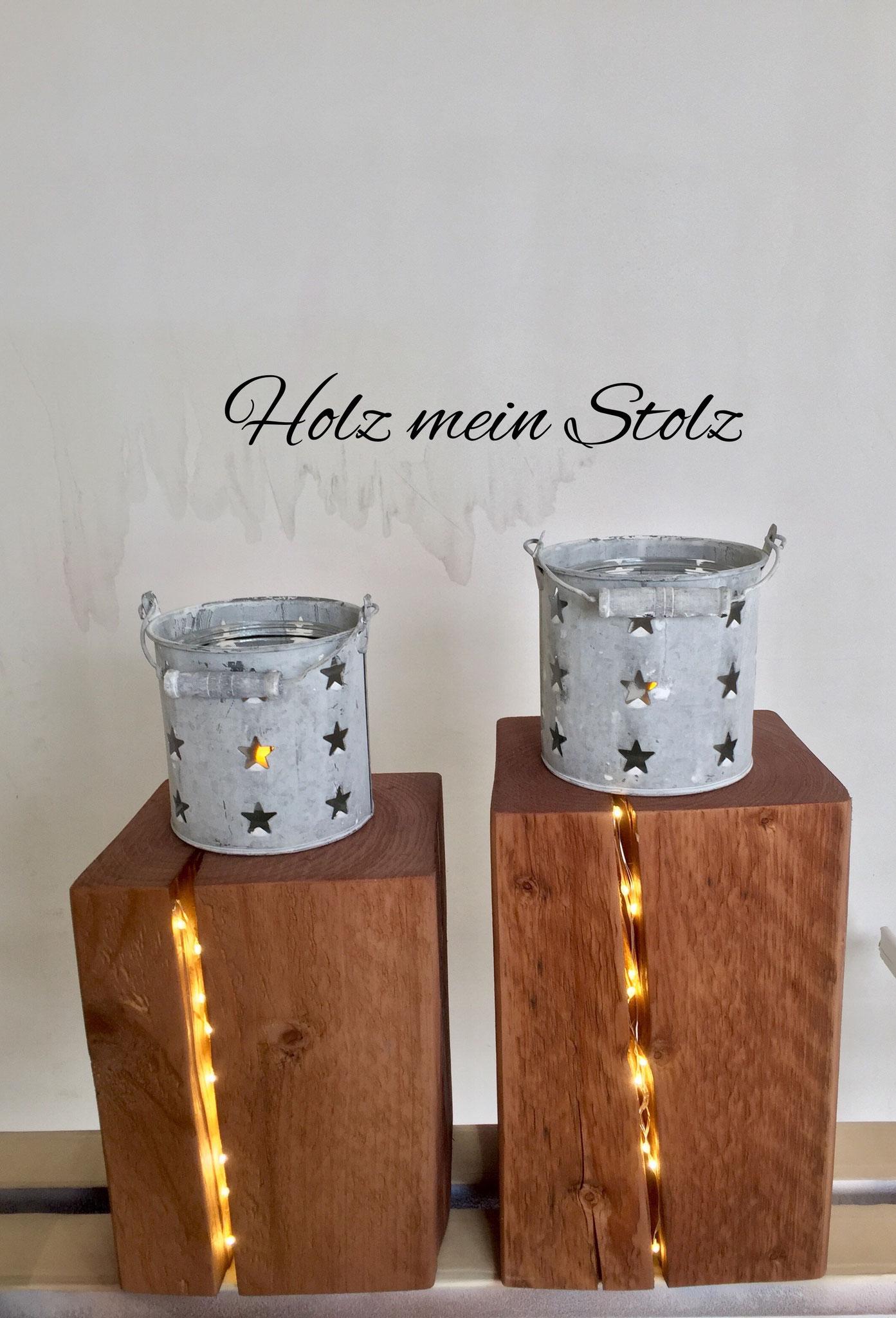 Altholz Balken mit LED Licht im Riss, Blechkübel mit Glas