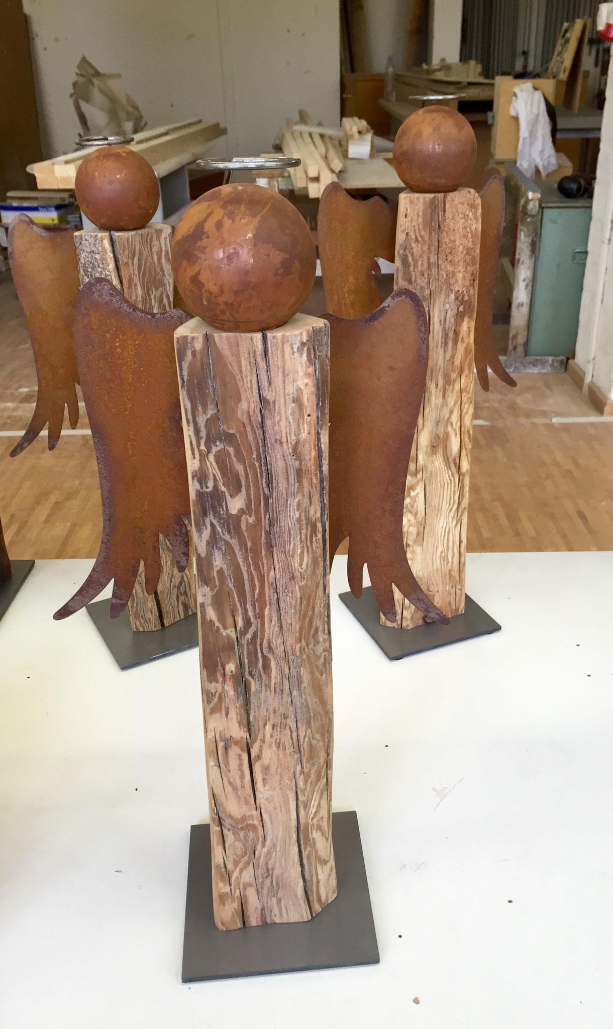 Engel aus Altholz