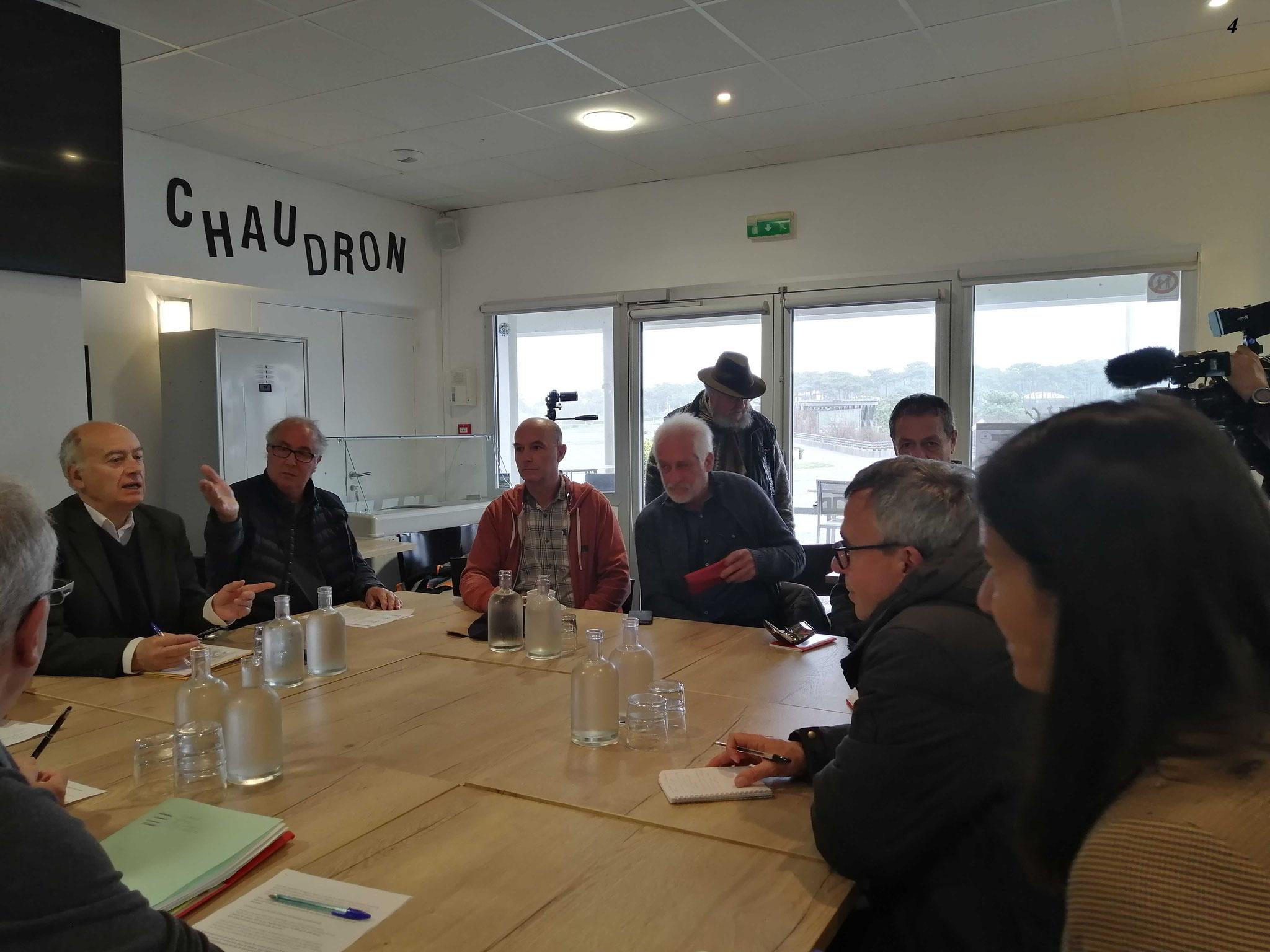 Conférence de presse Anglet - Défense saumon, contre la pêche dans le port.