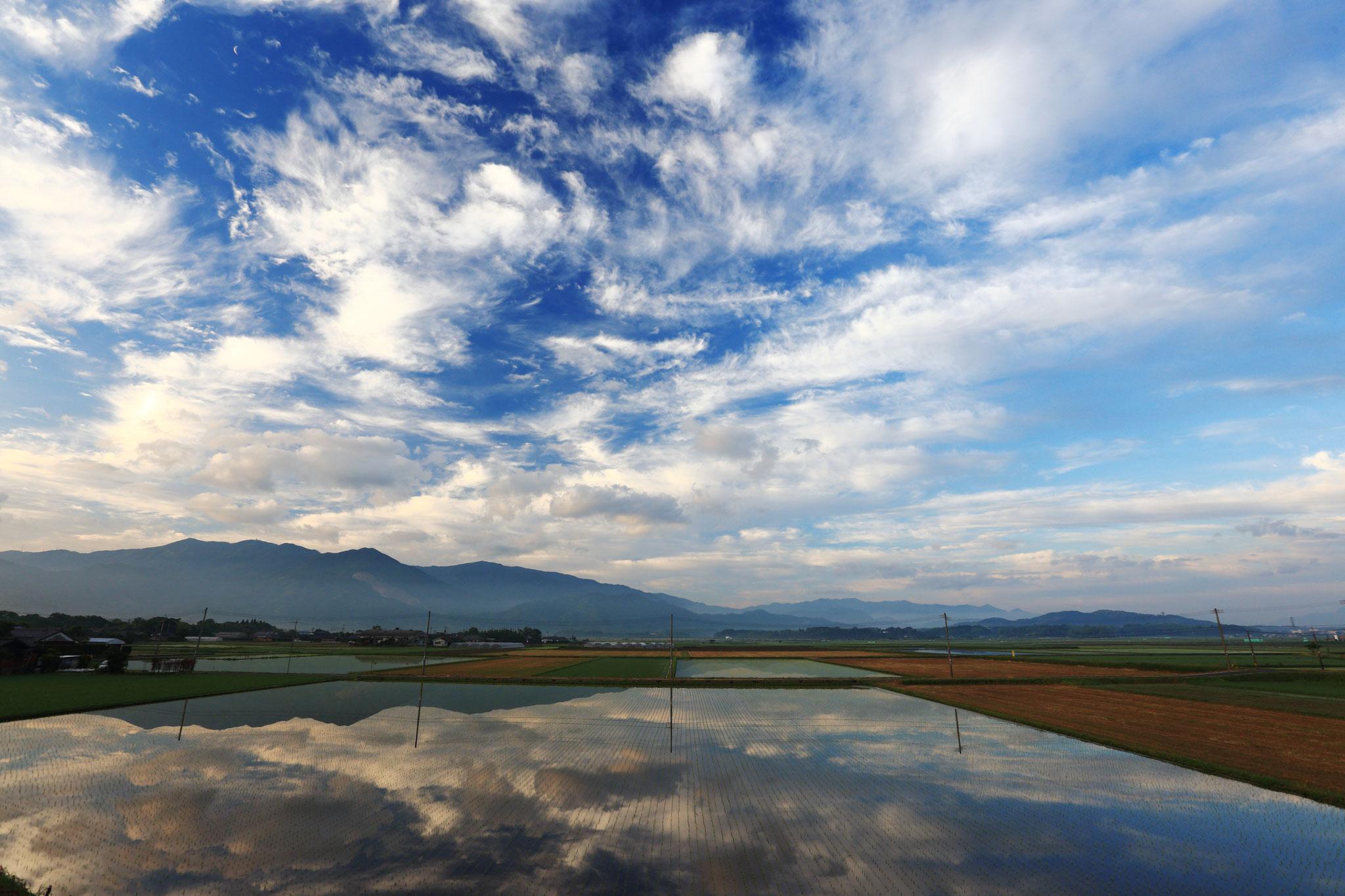 田んぼに写る絶景の空(5/21 肝付町)