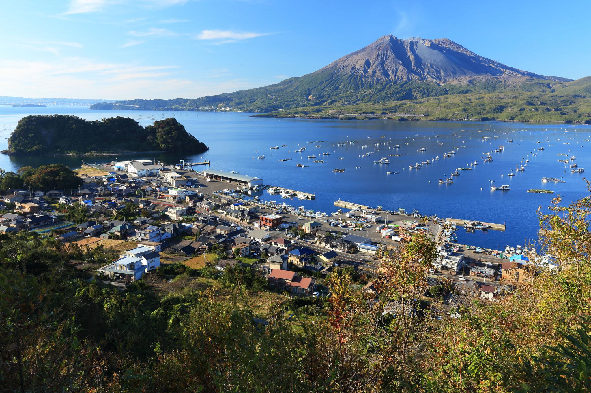 静寂を保つ桜島(垂水市海潟)