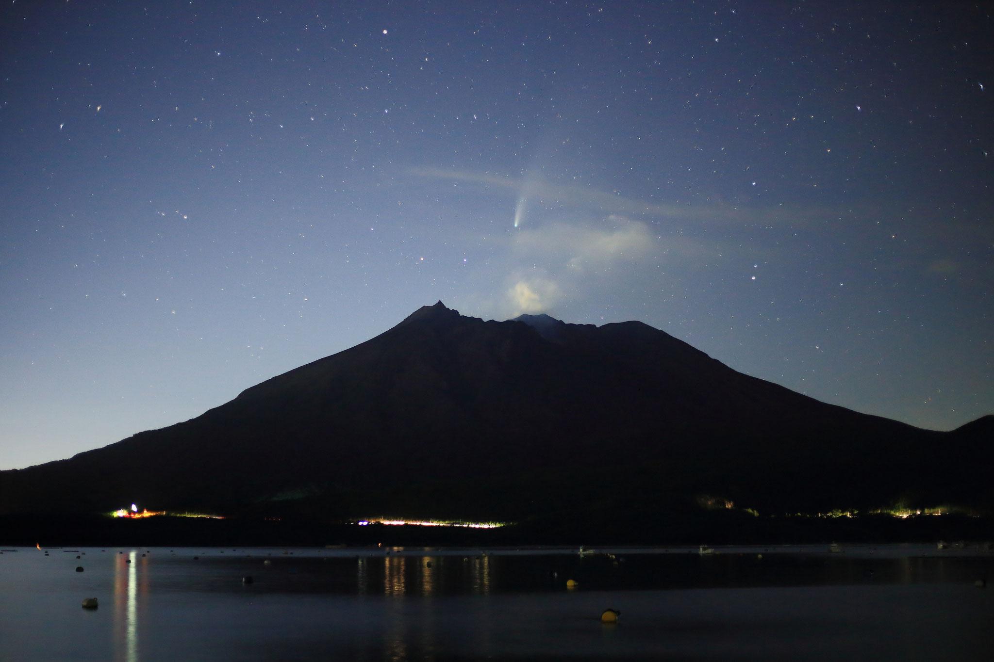 桜島とネオワイズ彗星(7/22 垂水市)