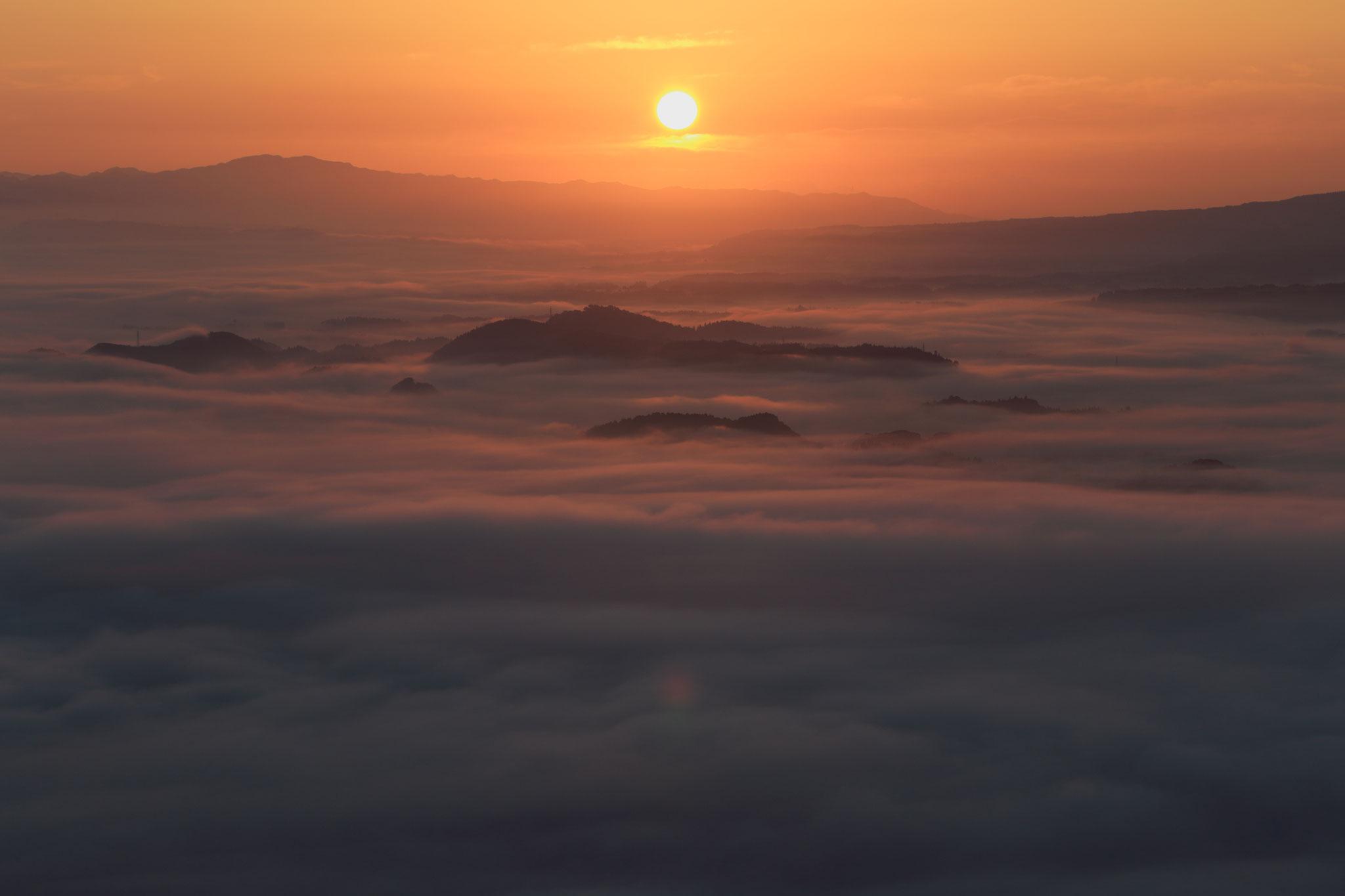 朝日に照らされる雲海(10/3 湧水町)