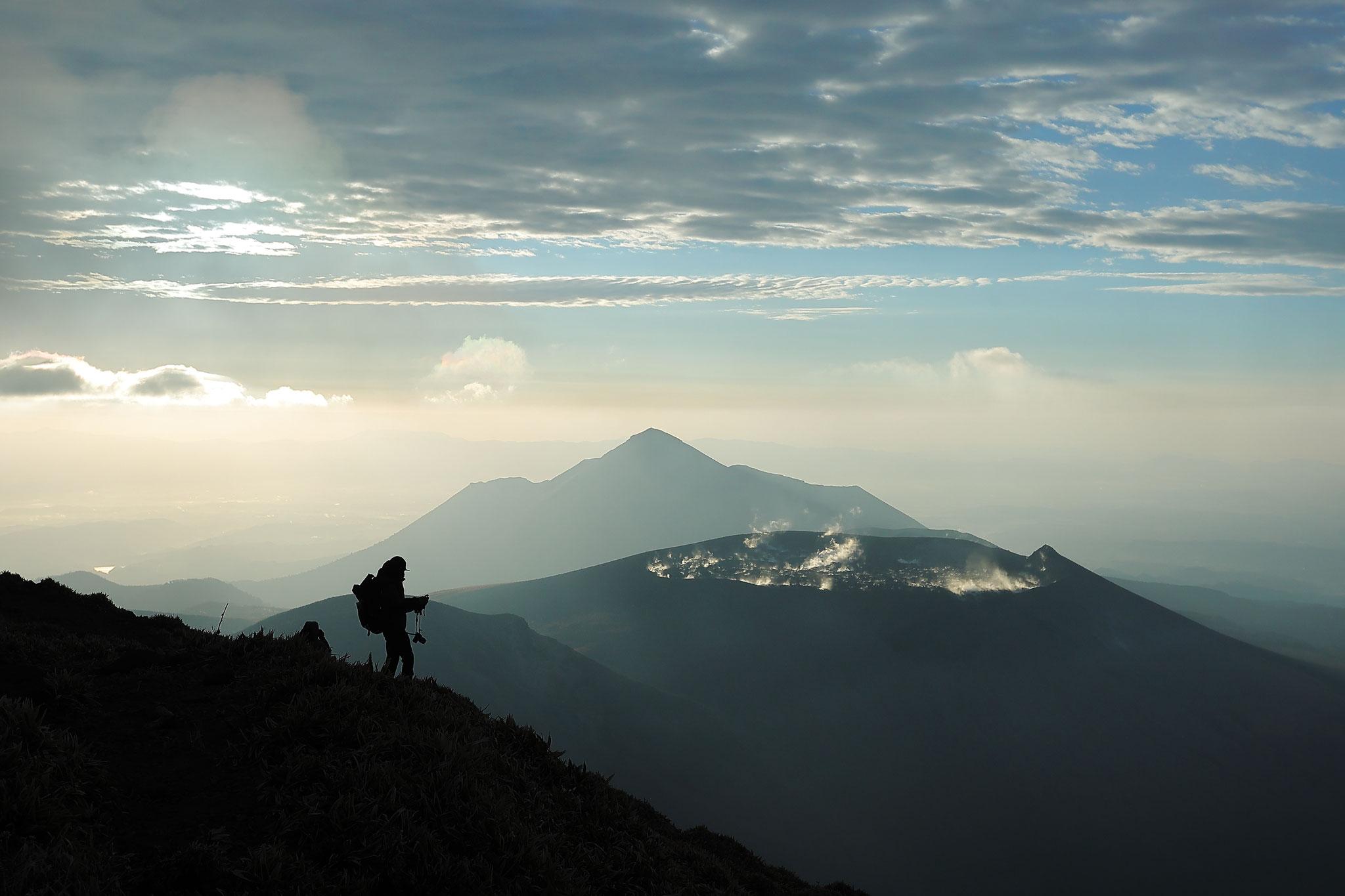 韓国岳より高千穂峰と新燃岳を望む(11/29 韓国岳)