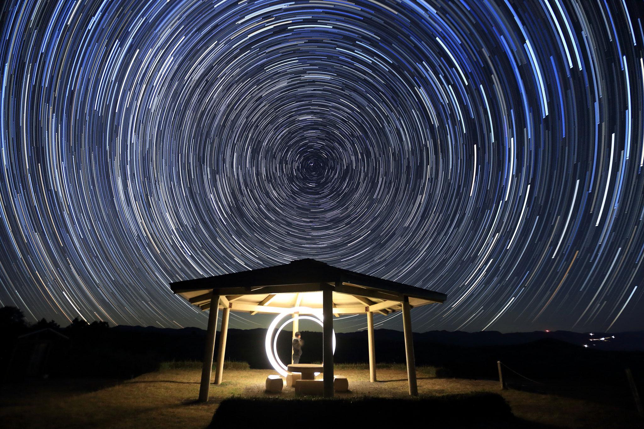 北の星空の軌跡と写真部のグルグル(11/14 湧水町)