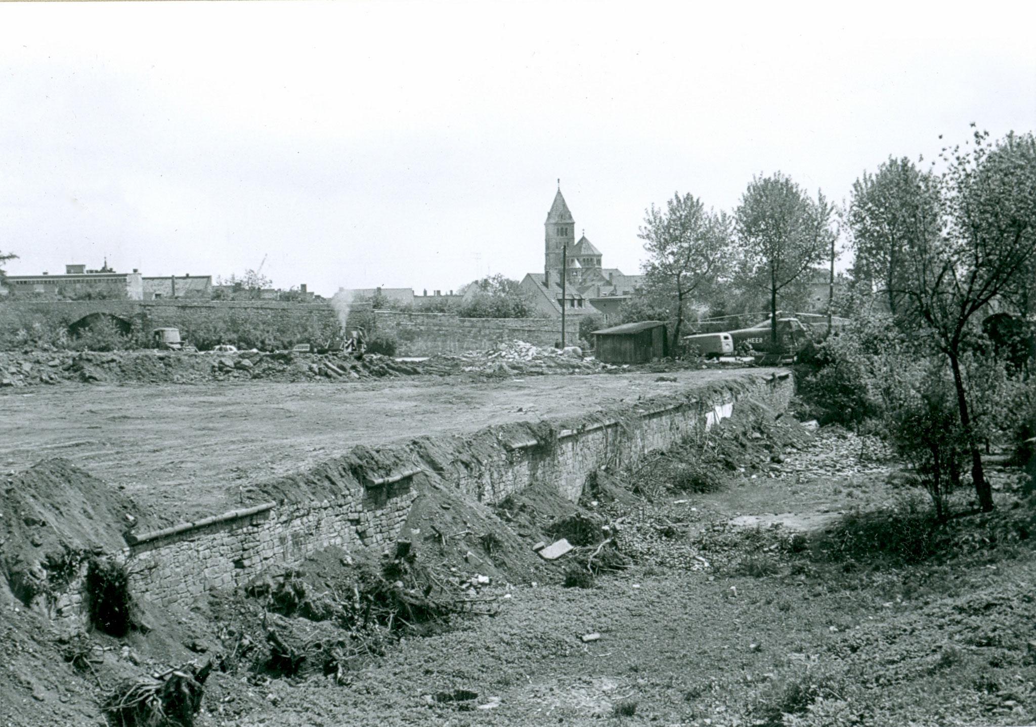 Nach dem Krieg die Lücke in der Stadtmauer an der der Höpperlesturm stand