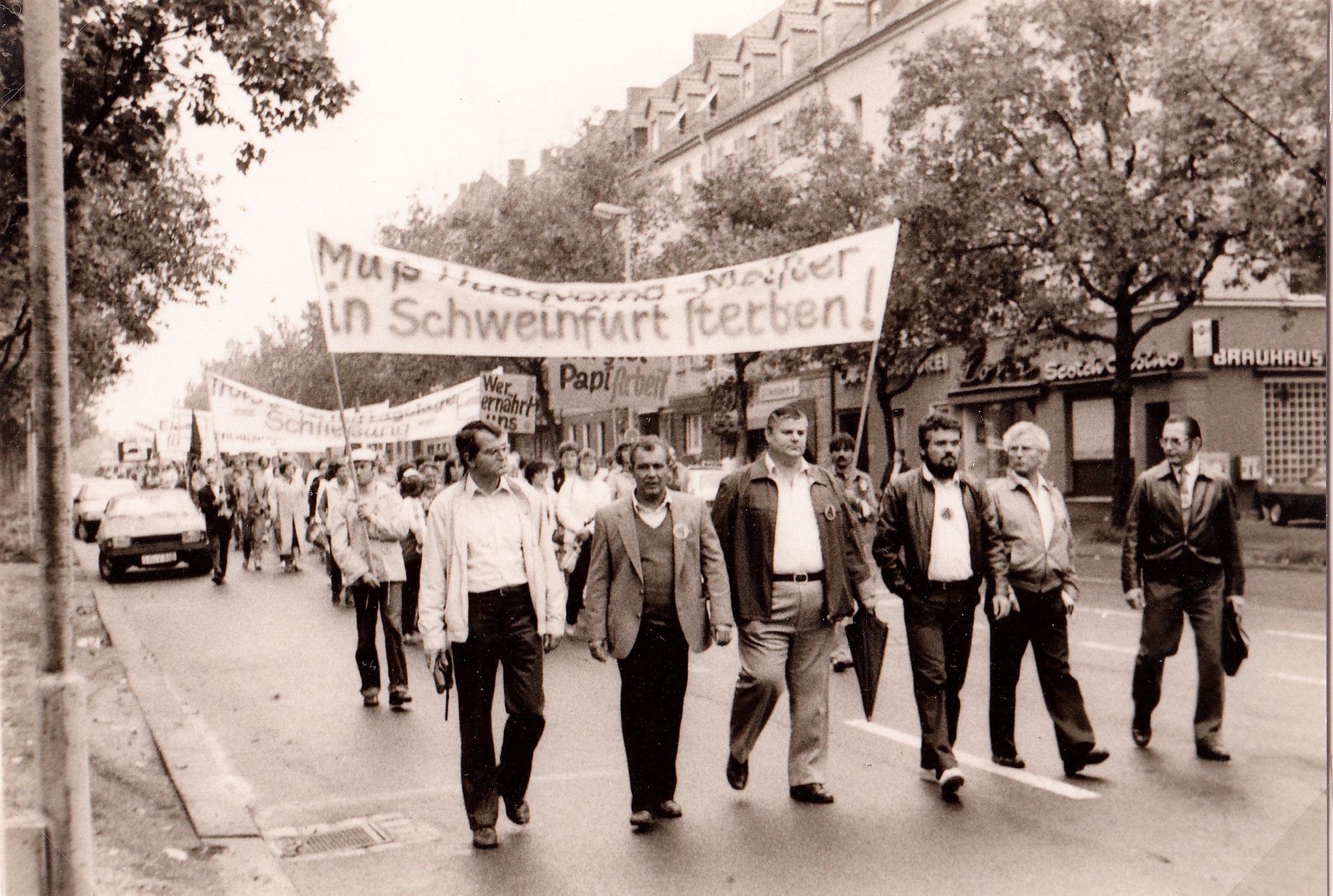 von links nach rechts: Peter Then, Betriebsrat SKF; Ludwig Neumaier, Betriebsrat SKF; Helmut Repper, Betriebsrat F&S; Heinz Michel, Betriebsrat Meister; Franz Egener Betriebsratsvorsitzender Meister