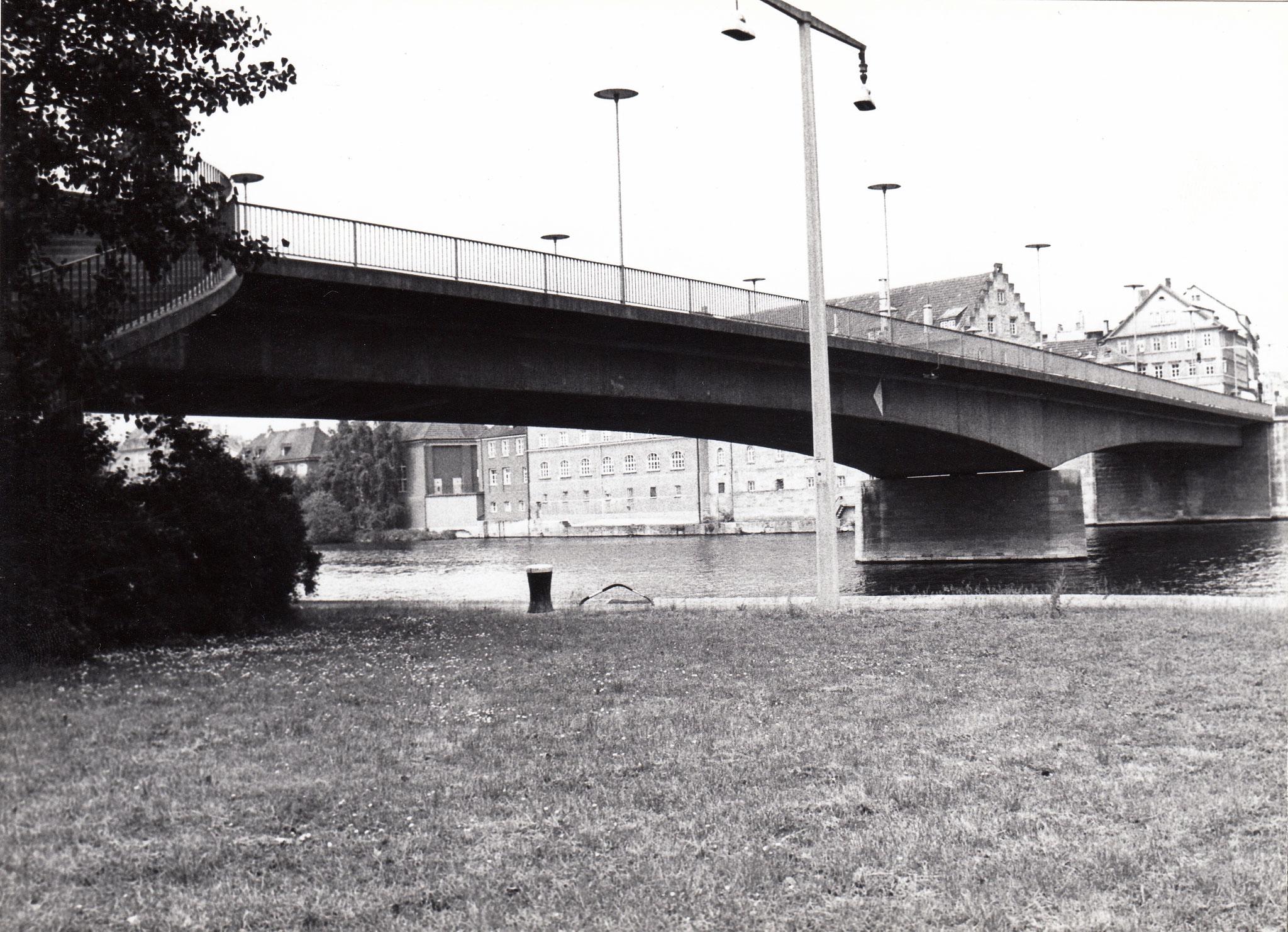 Blick Maininsel zu Brückenstraße mit Maxbrücke
