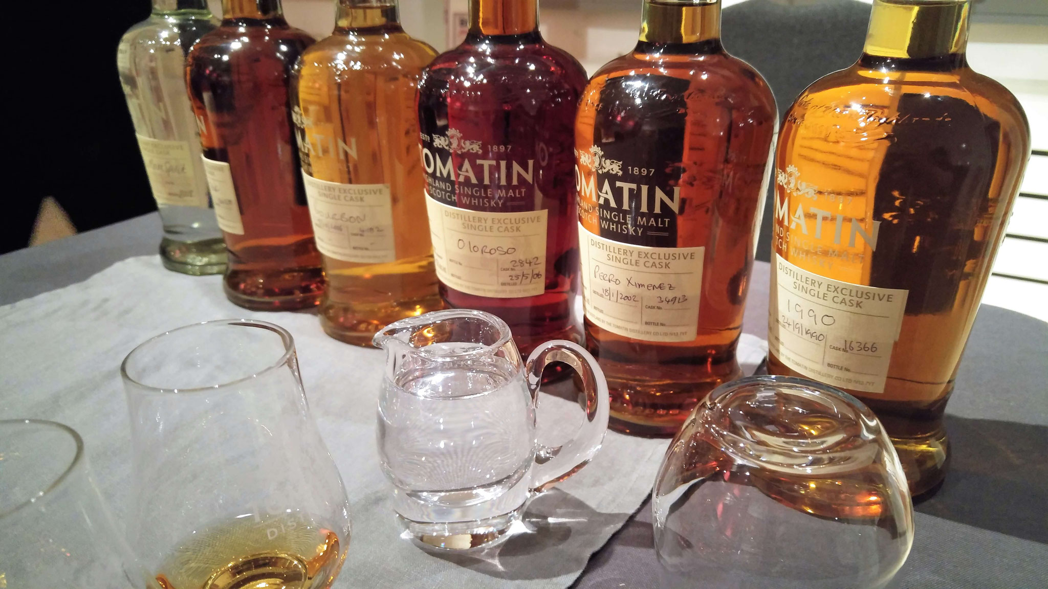 Das Line Up: New Make, Virgin Oak, Ex Bourbon, Oloroso, PX und 1990er Vintage