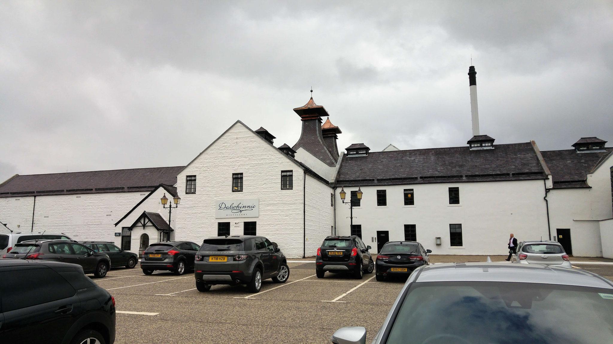 Das Hauptgebäude der Brennerei