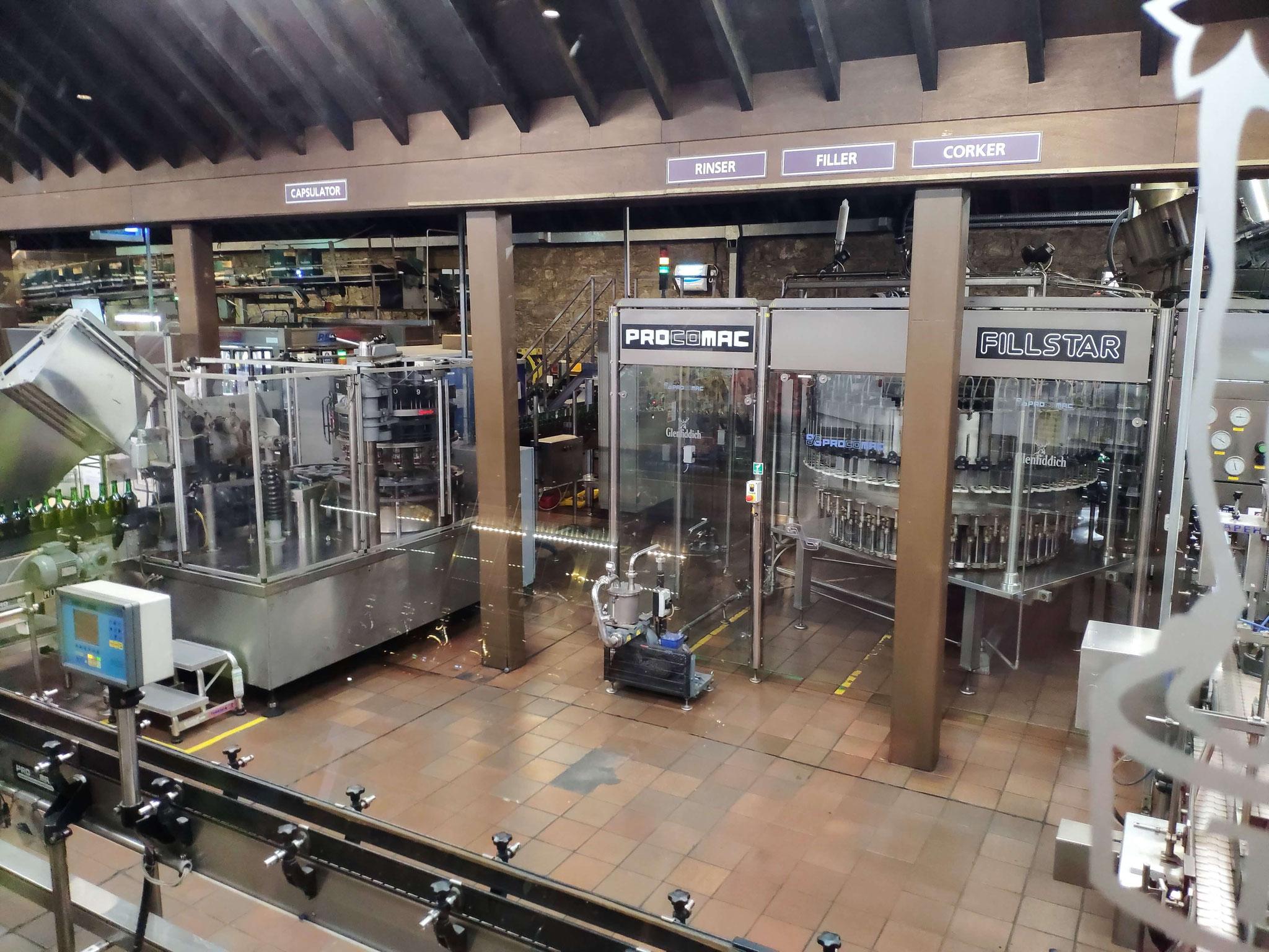 Ein Großteil der Produktion wird vor Ort abgefüllt. Hier 1 Liter Flaschen 12 Jahre.
