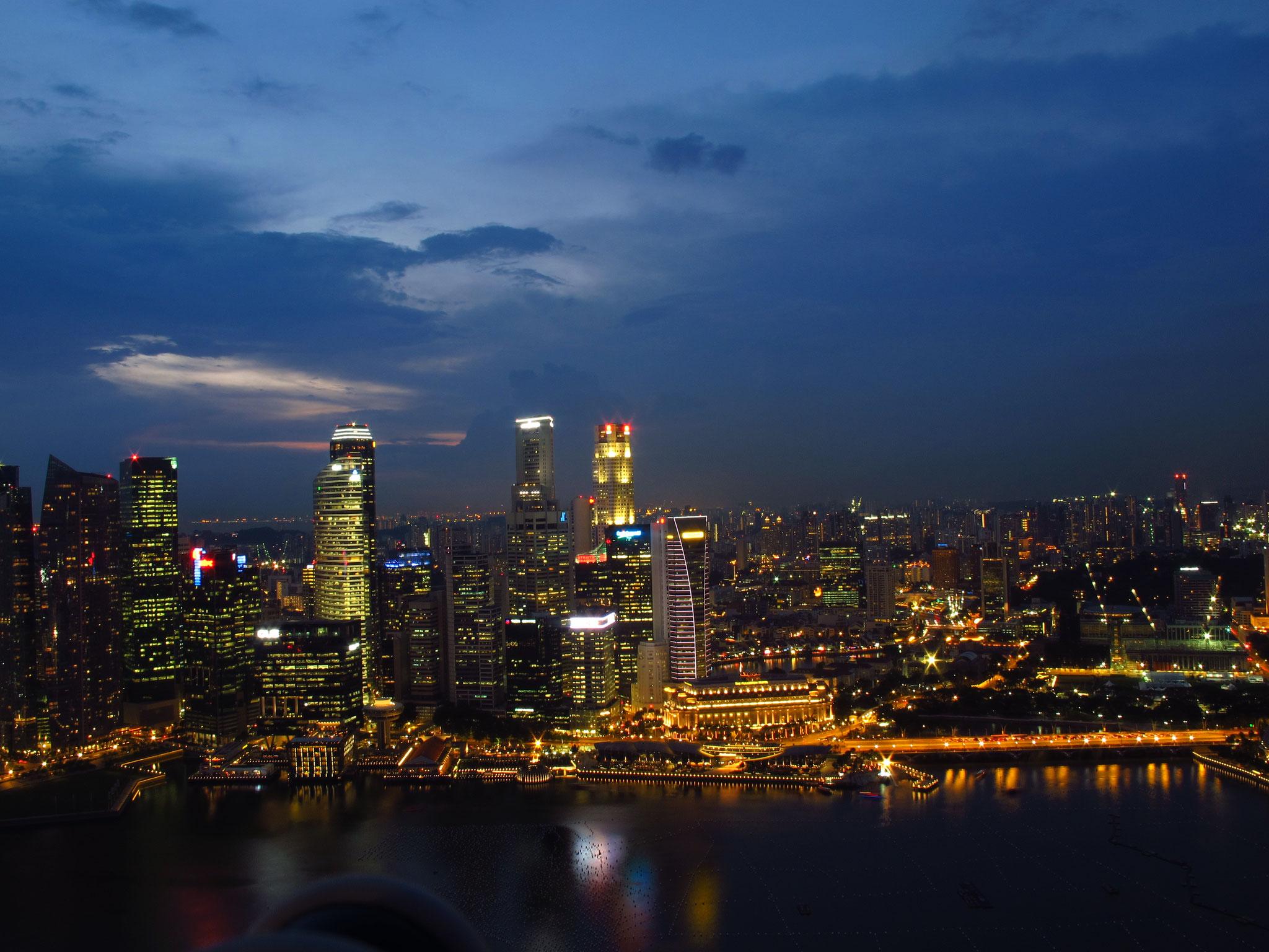 Singapur - Der Blick beim Cocktailtrinken