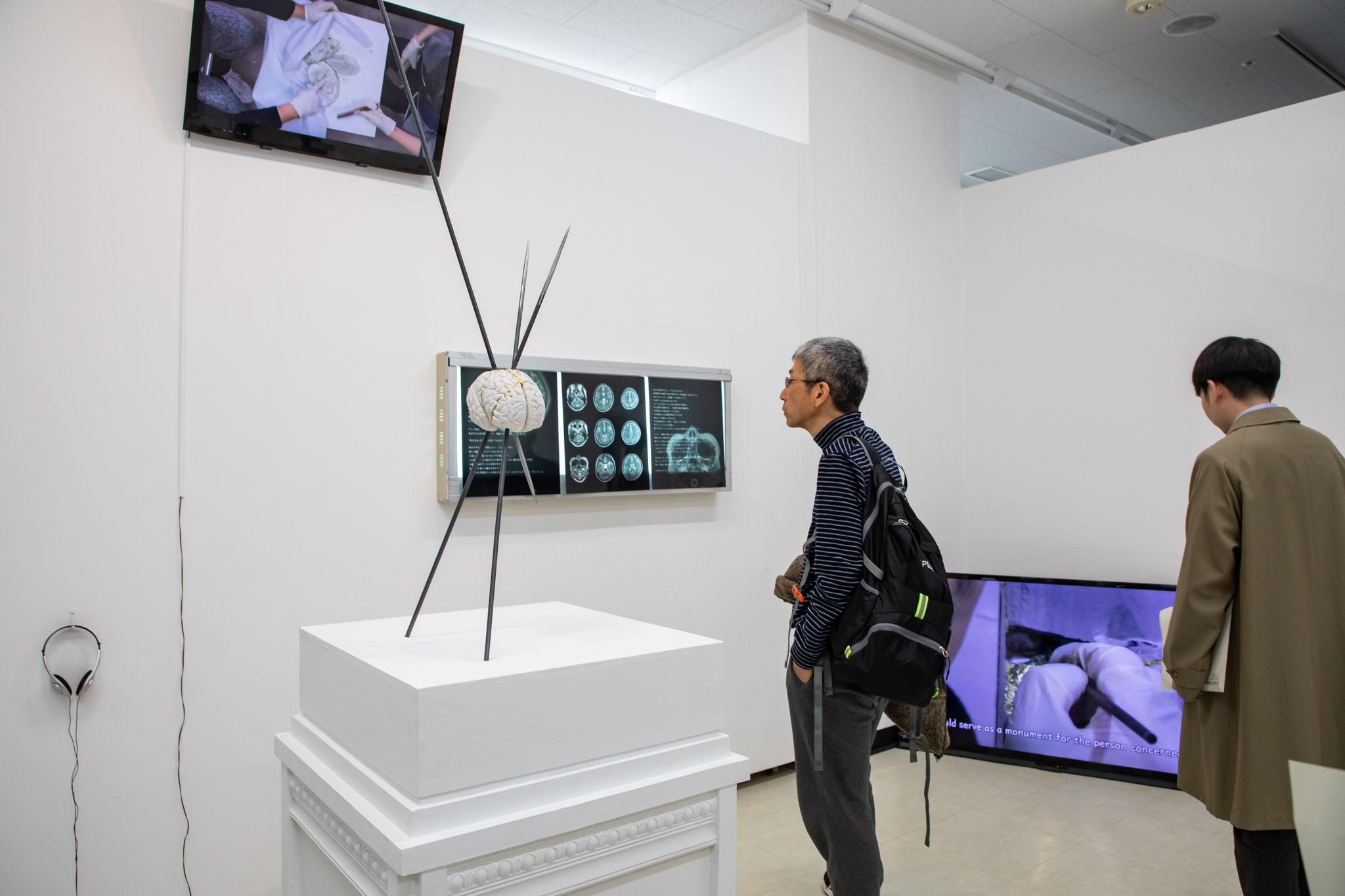 《修復のモニュメント「脳と心臓」》  2020年 ©Atsushi Watanabe 2020 ©Yurina2020/共同制作: ゆりな  撮影: 中川達彦(BankART1929)