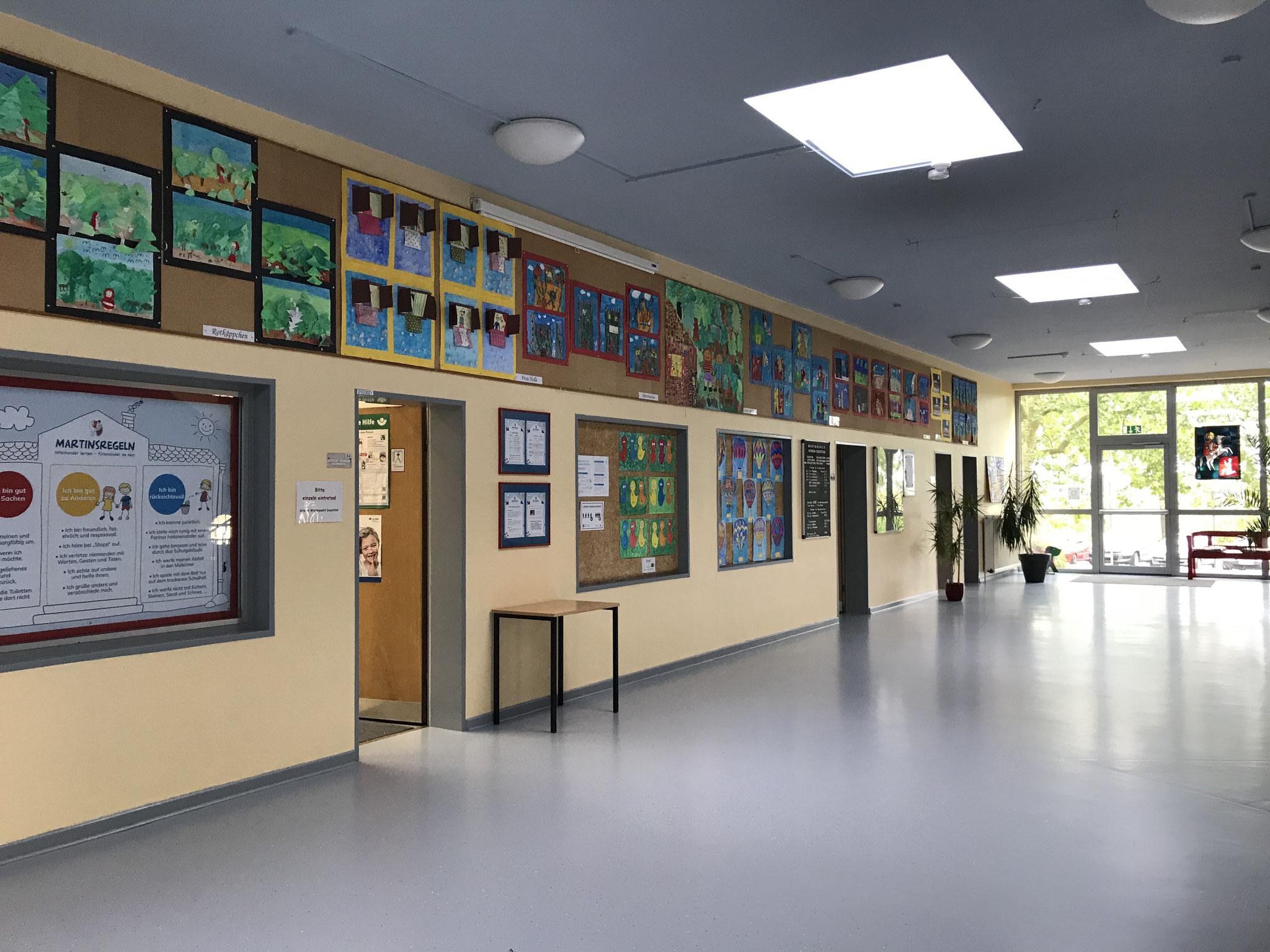 Foyer mit Verwaltungstrakt