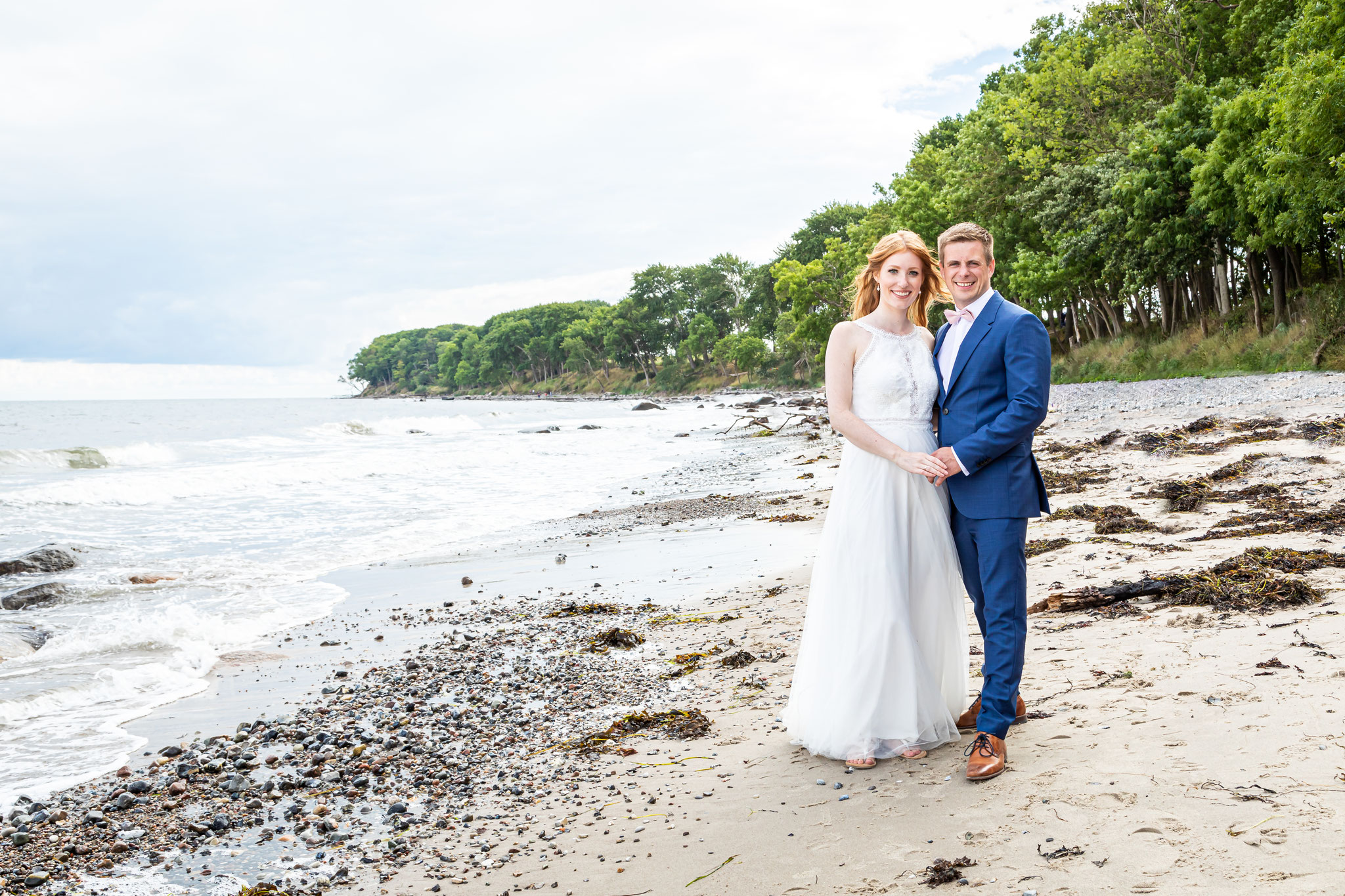 Hochzeitsfotografie Hamburg, Dieses Hochzeitsfoto ist am Strand auf der Insel Sylt entstanden mit einem bezaubernden Brautpaar. Vom Fotografen Dennis Bober in Lübeck.