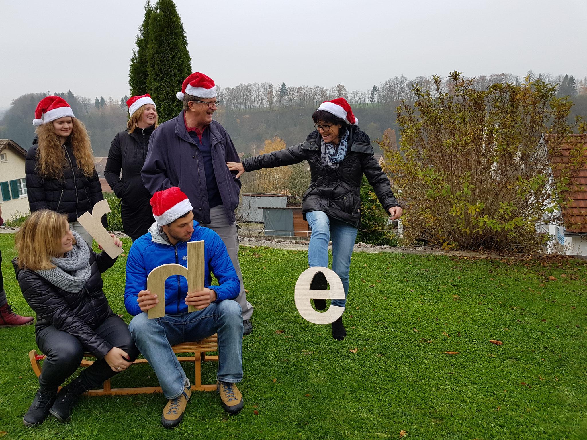 Weihnachtskarten Vorbereitung kann sehr witzig sein