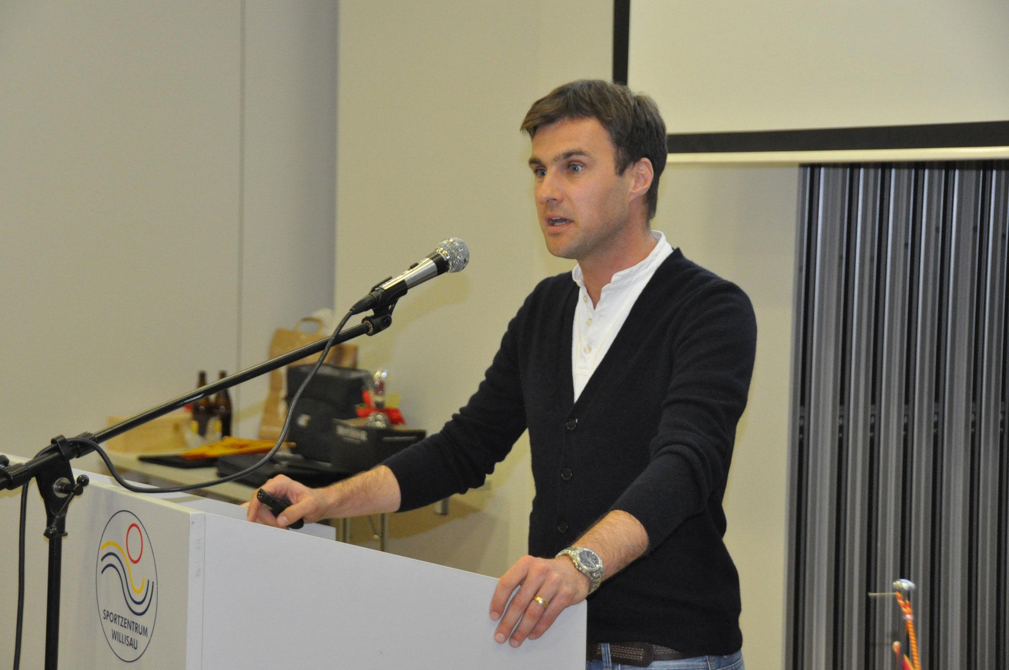 Stephan Klossner referiert über seine Tätigkeit als FIFA-Schiedsrichter.