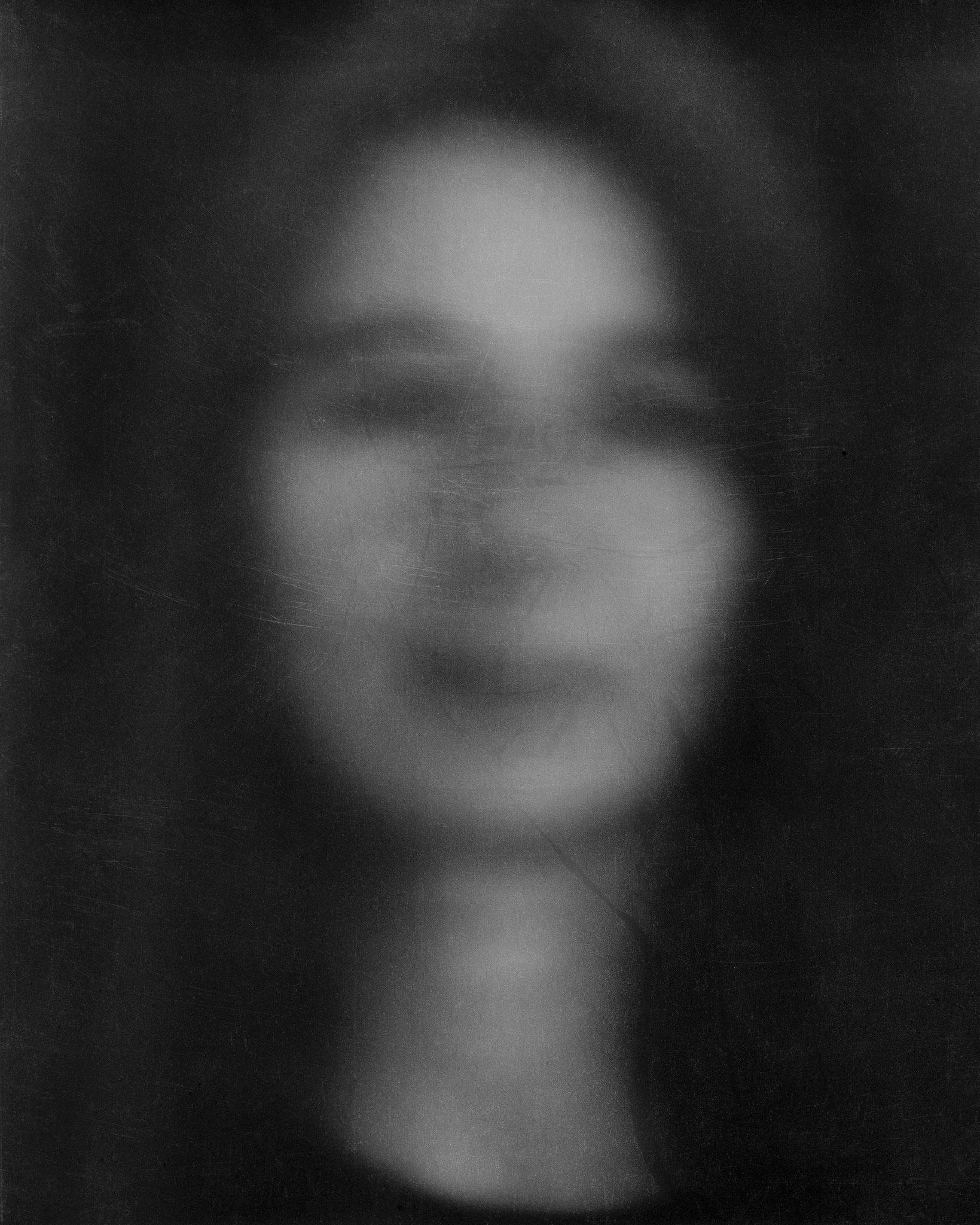 Eva, Langzeitbelichtung von über 40 Minuten, 2014  belichtet auf 8 x 10inch Negativmaterial, Pigmentdruck auf Büttenpapier, Grösse variabel
