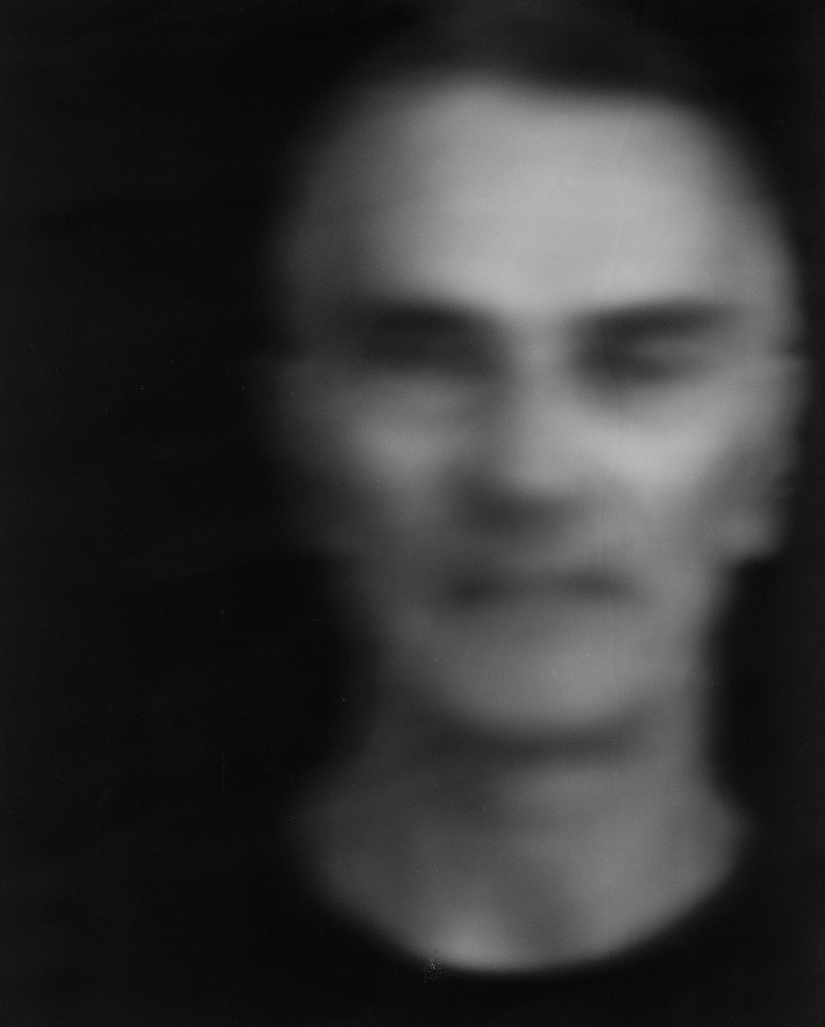 Ralph, Langzeitbelichtung von über 40 Minuten,  2014  belichtet auf 8 x 10inch Negativmaterial, Pigmentdruck auf Büttenpapier, Grösse variabel