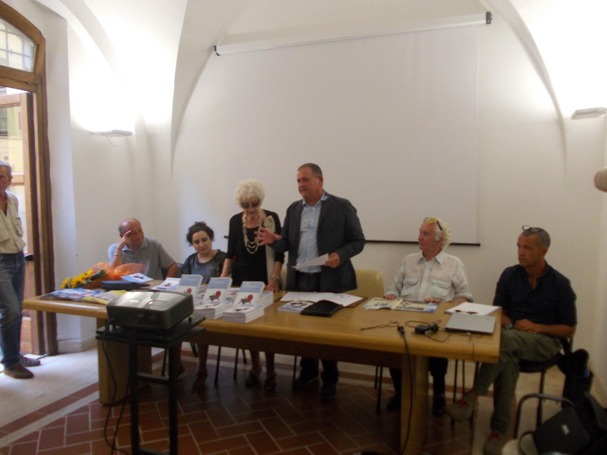Da sx Ado Grilli, Francesca Ghiribelli, Licena Maccanti Pizzi, il sindaco Massimo Giuliani, Ivio Barlettani, Emilio Guardavilla