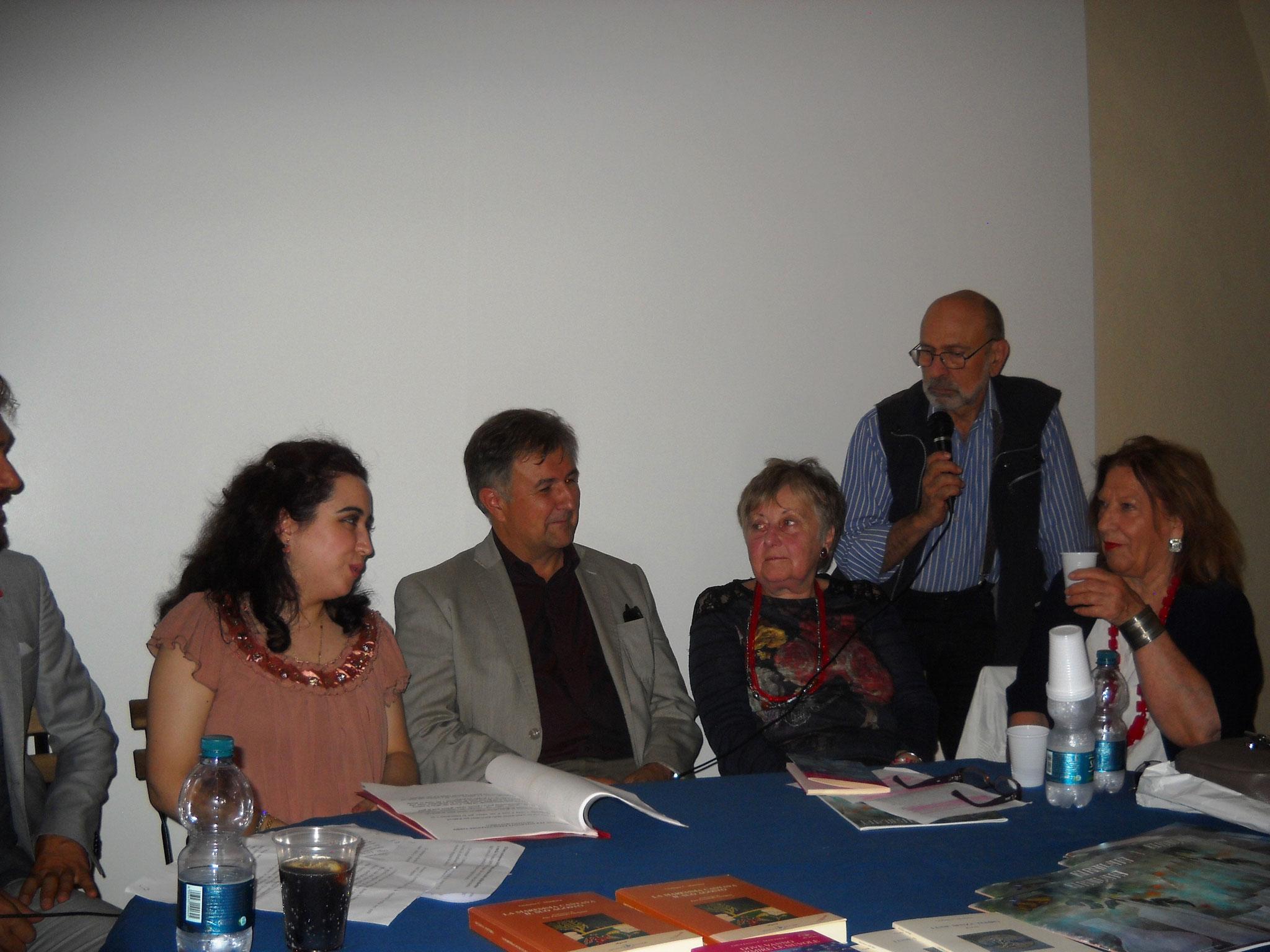 Alla destra l'autrice del libro Giuliana Matthieu e Alessandra Ulivieri della casa editrice Ibiskos Ulivieri