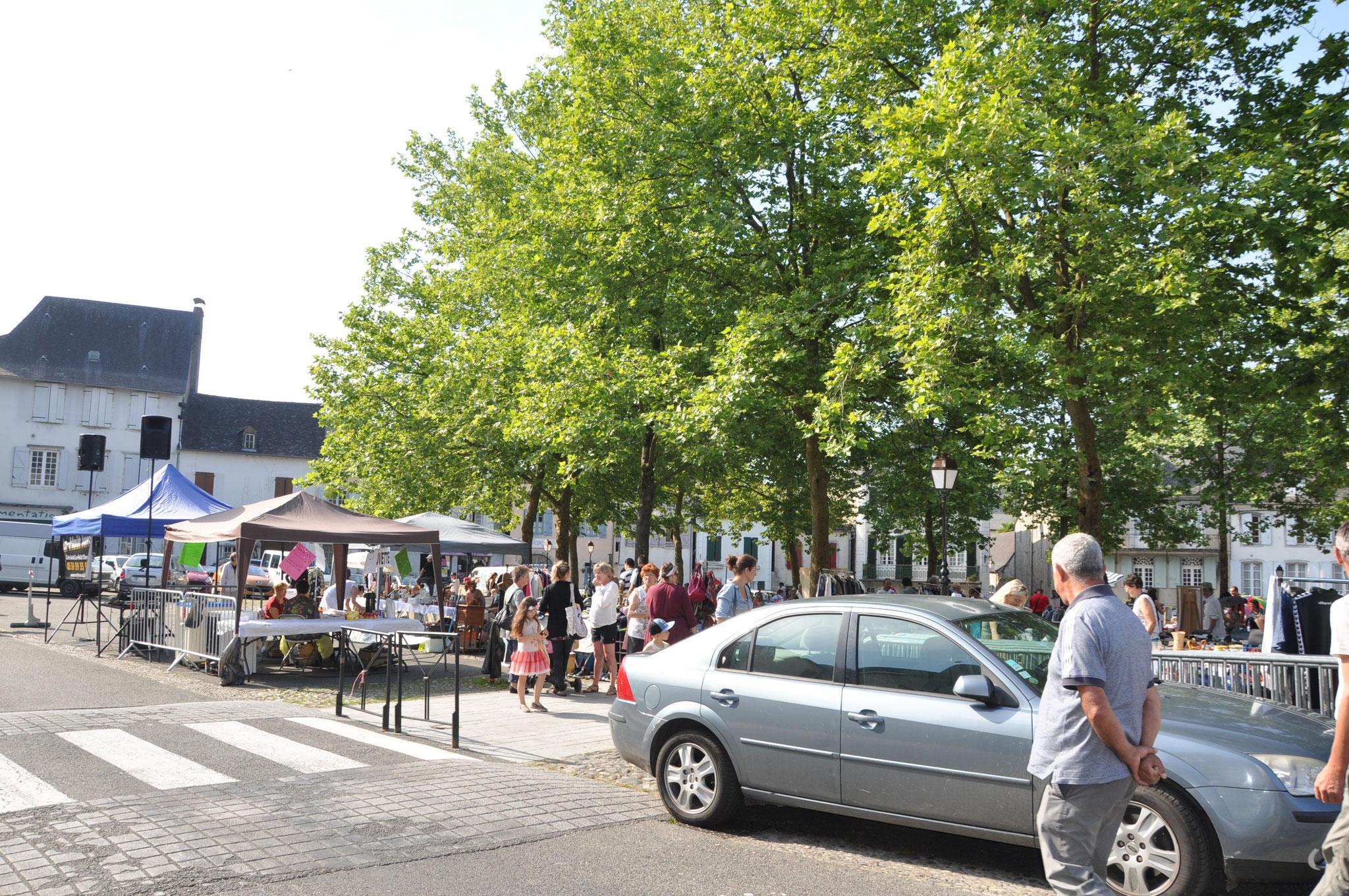 Vide Grenier sur la Place St Pierre