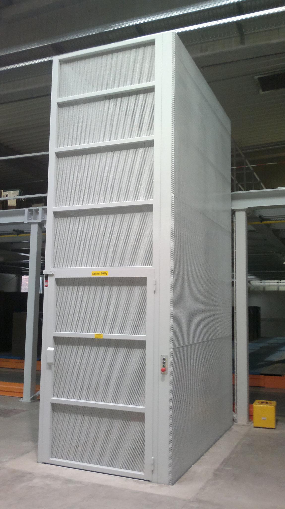 Hubanlage in Stahleinhausung