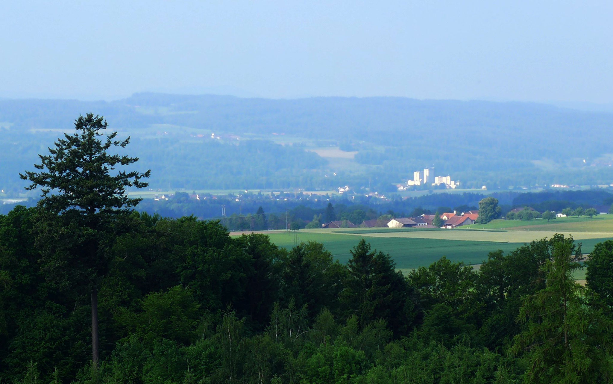 Hattenhausen; dahinter Schälmüle Zwicky