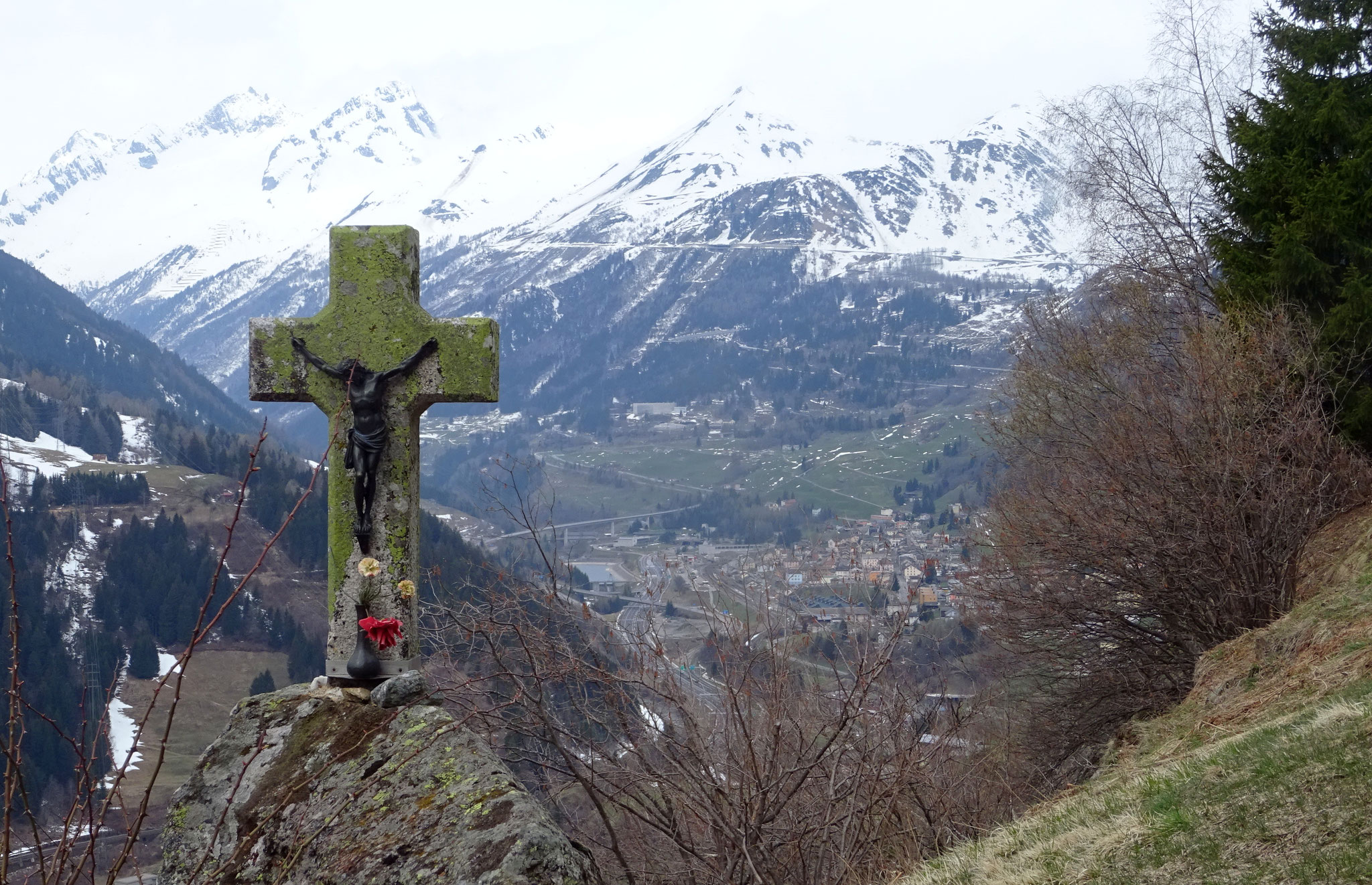 Blick zurück auf Airolo und den Gotthard