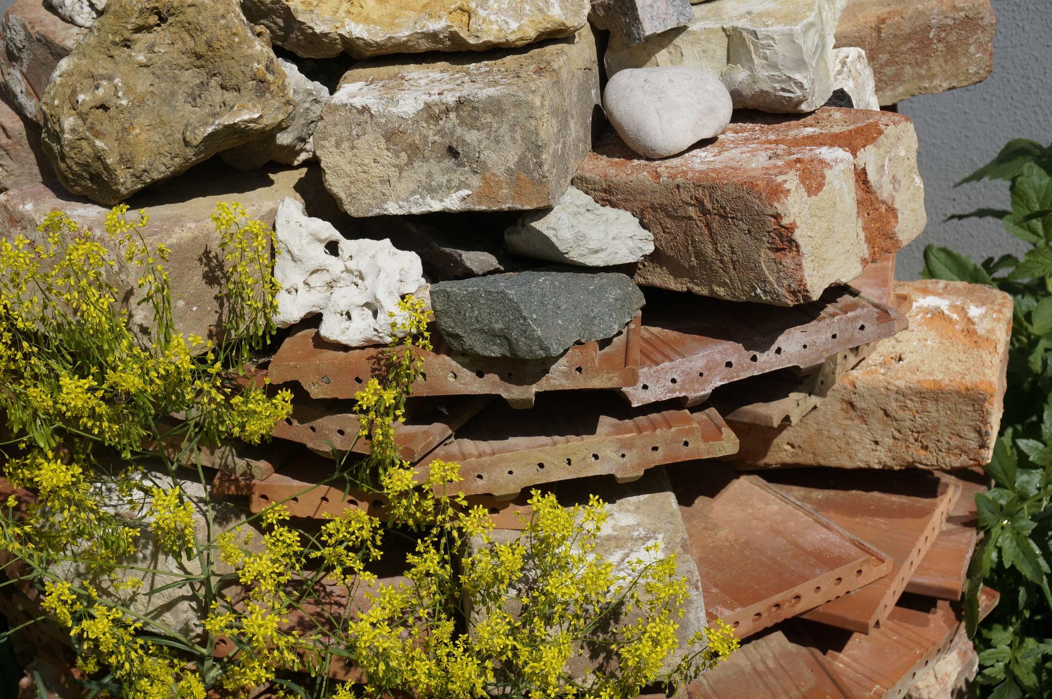 Steinpyramide aus Resten