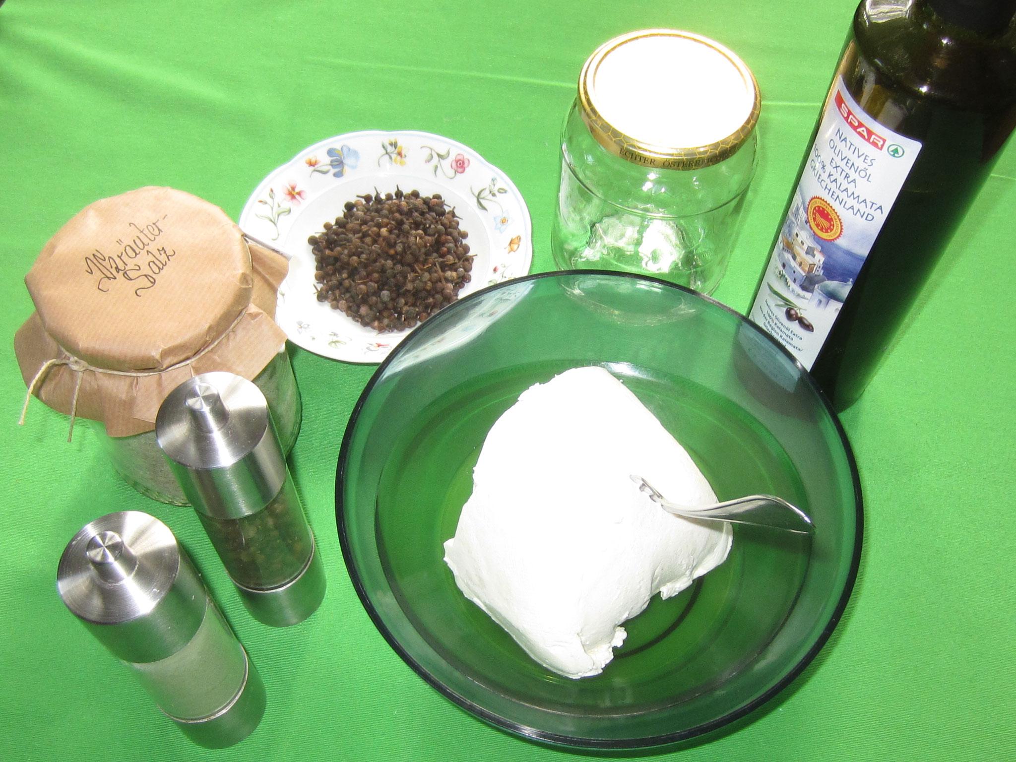zutaten: ziegenfrischkäse, kräutersalz, kubebenpfeffer(heilpflanze des jahres 2016), ein großes glas, olivenöl, ein zweigerl rosmarin