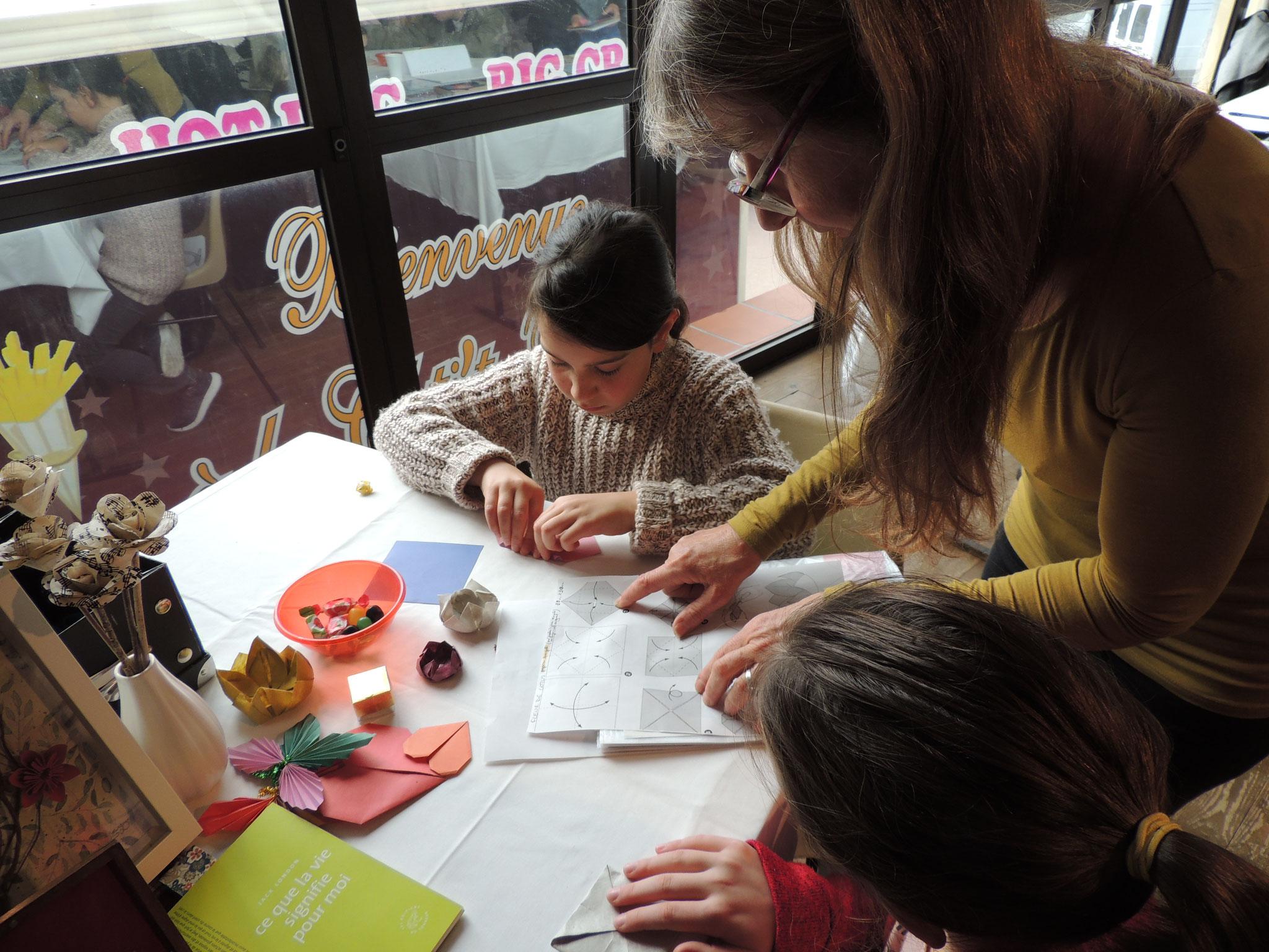 DSCN6987 Apprentissage de l'origami avec Elisabeth DAUGUET
