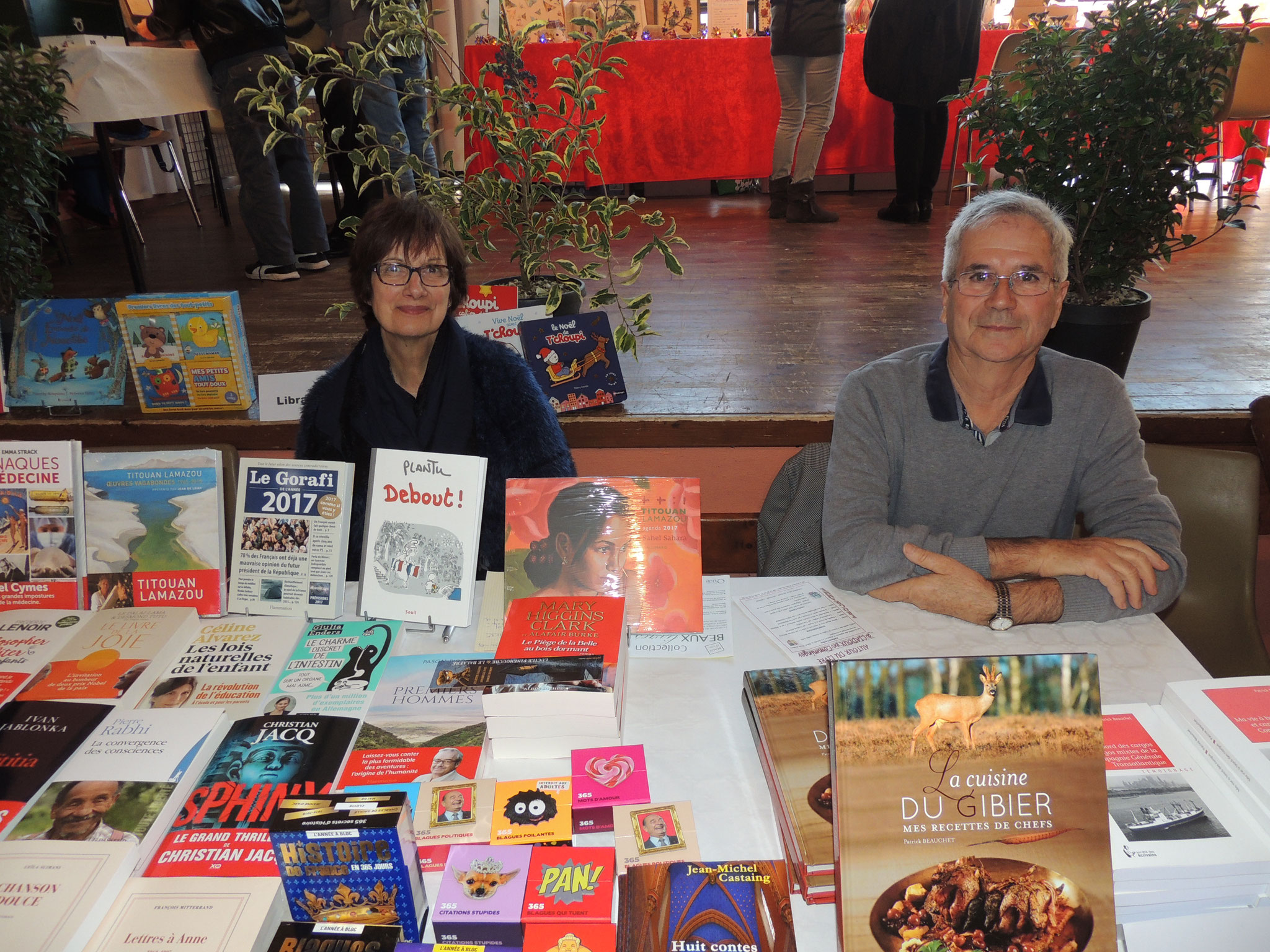 Mme et Mr Daure de la Libraire de St Gaudens, fidèles à Ciadoux y accueillent public et auteurs