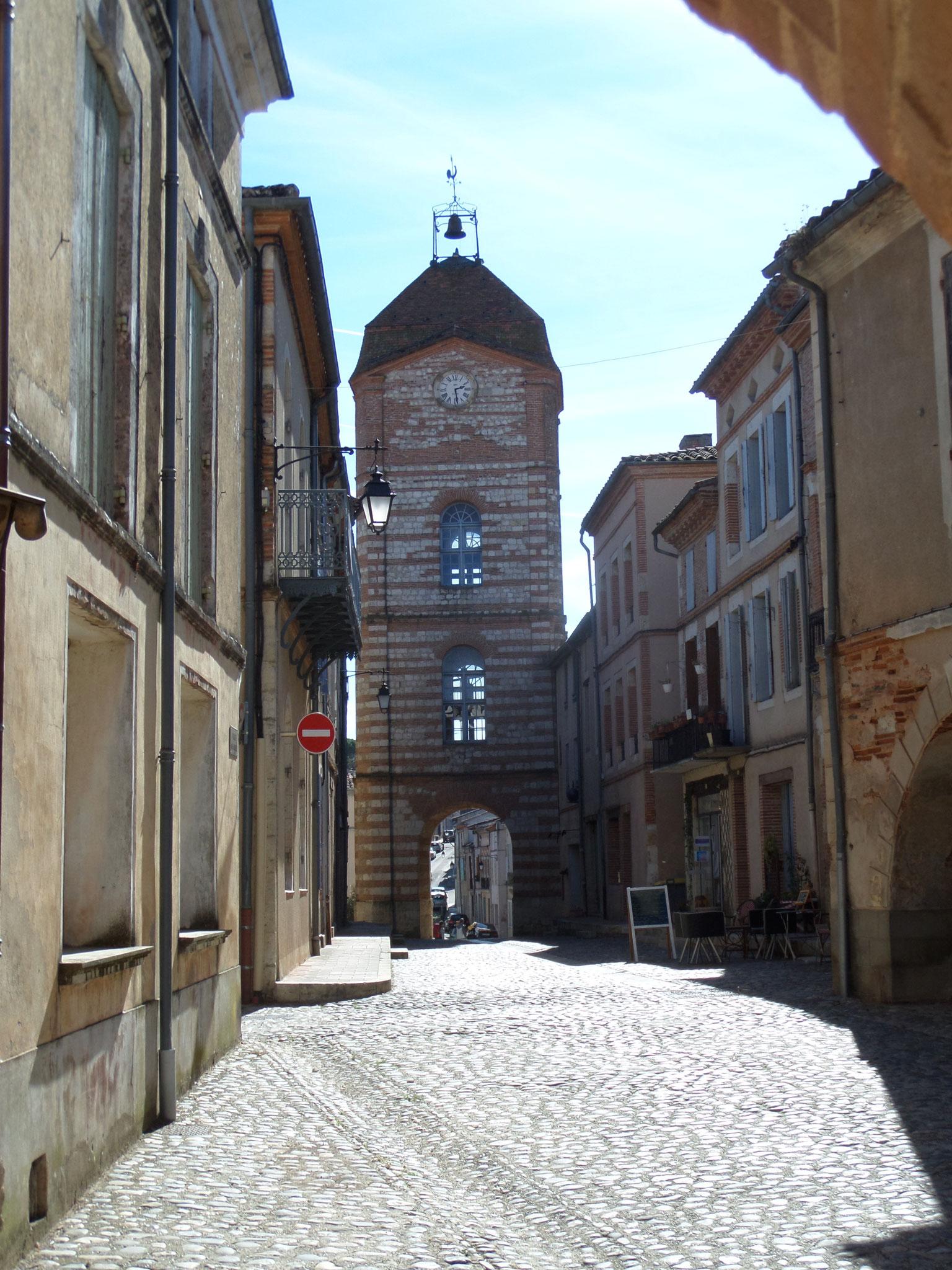 Auvilar (82) la tour de l'horloge