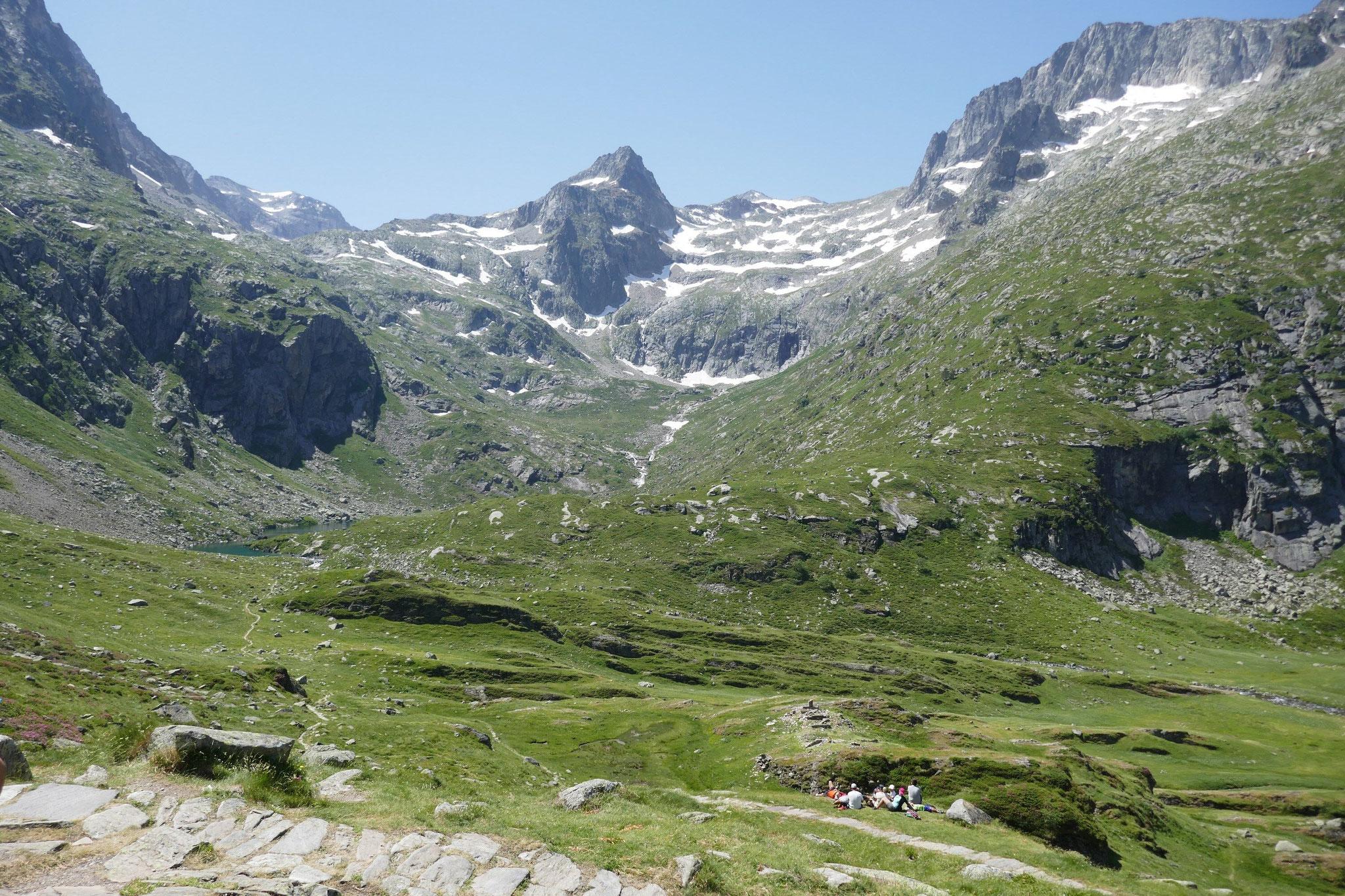 vue sur le chemin vers le Col du Portillon depuis le col d'espingo