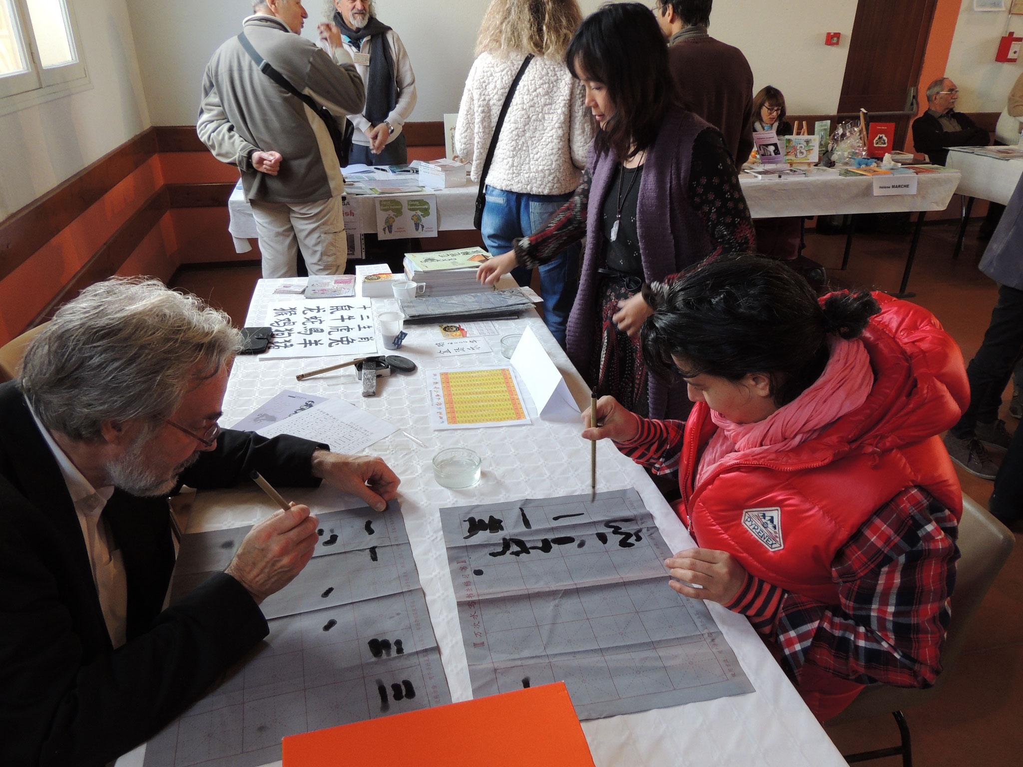 Quel Az'art s'initie à l'Atelier d'écriture Chinoise