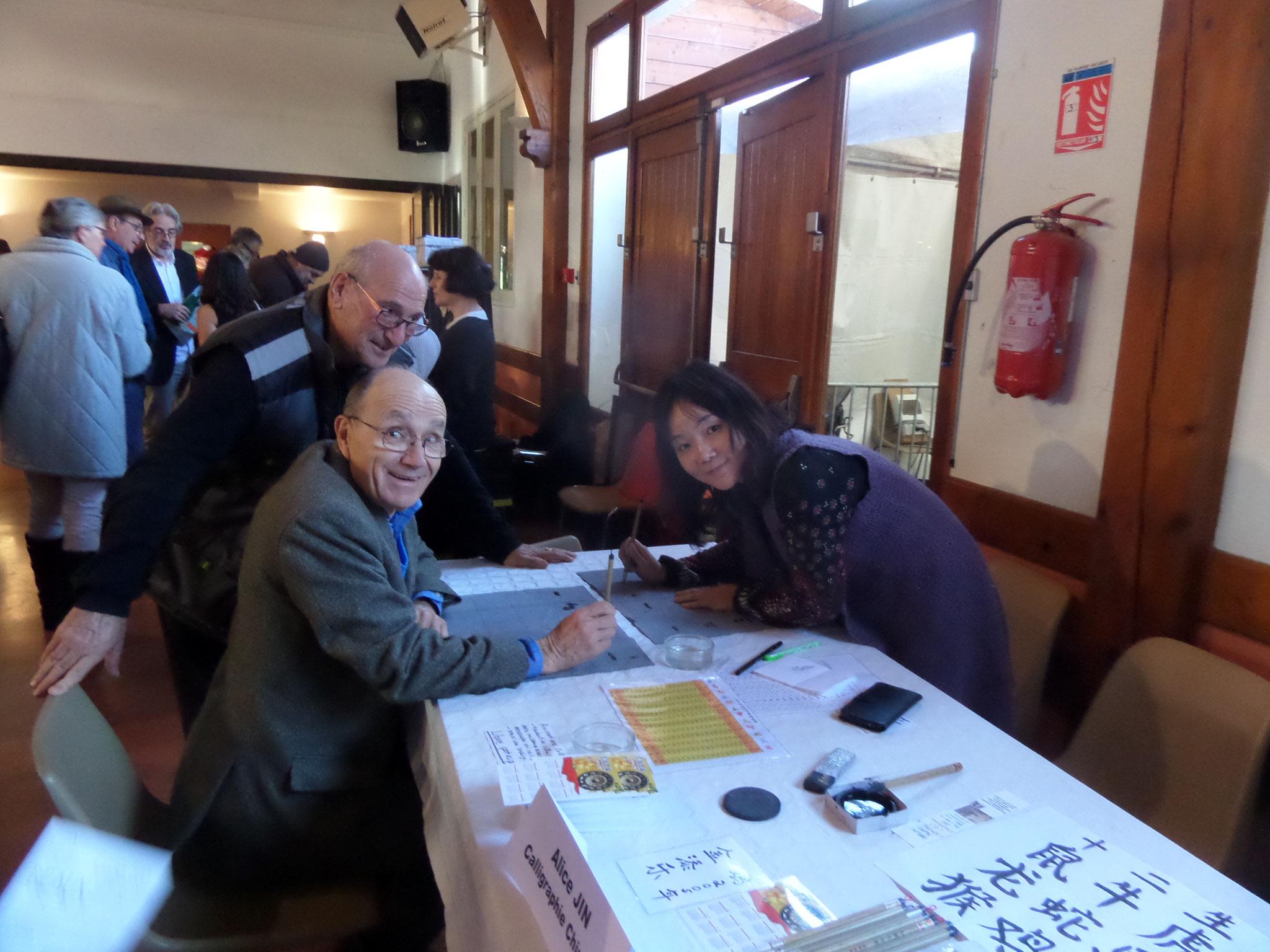 Michel au pays d'Alice JIN la calligraphe chinoise qui fait des merveilles