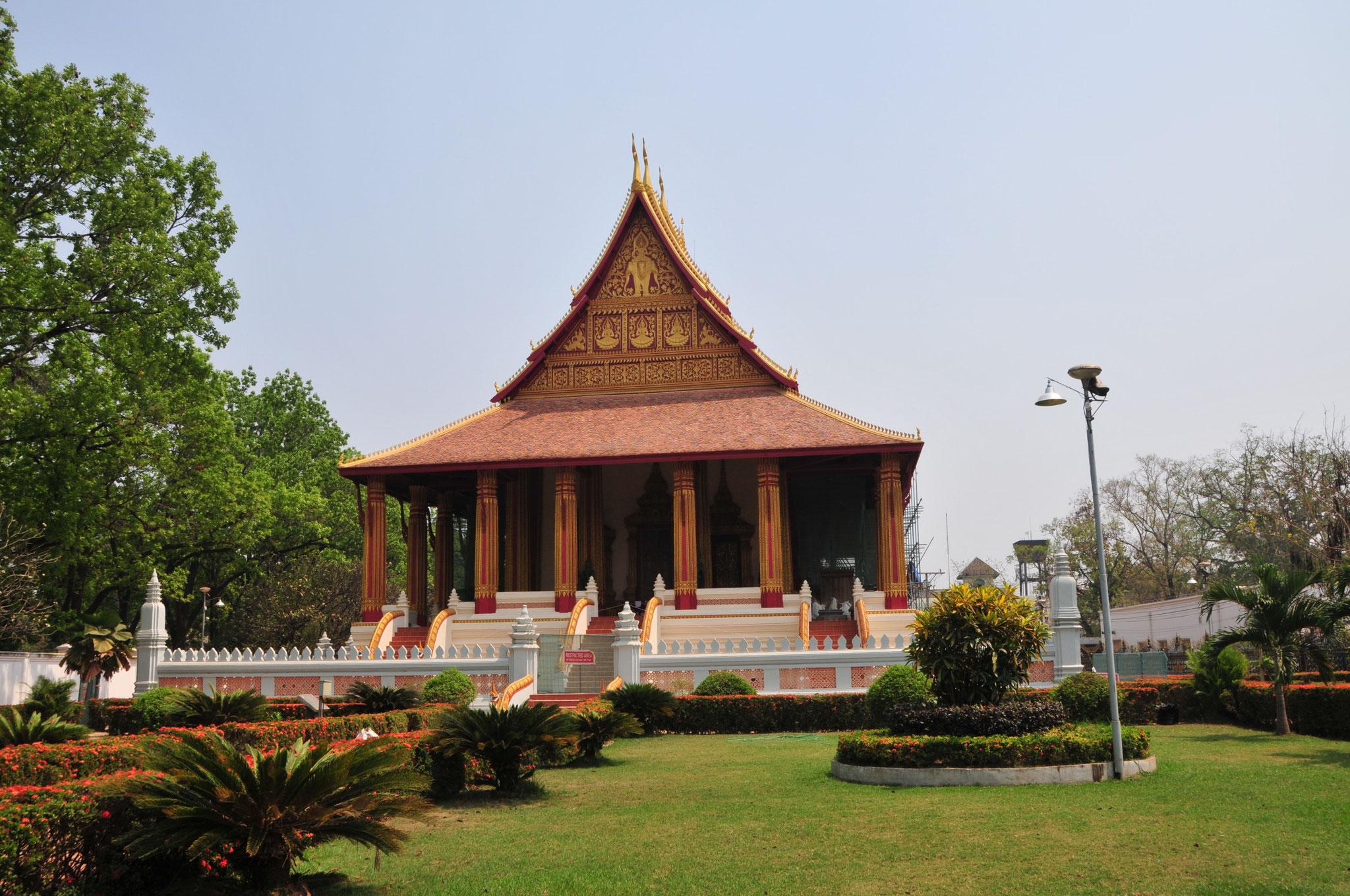 Am Nachmittag Besuch des ältesten Tempels der Stadt, Wat Sisaket