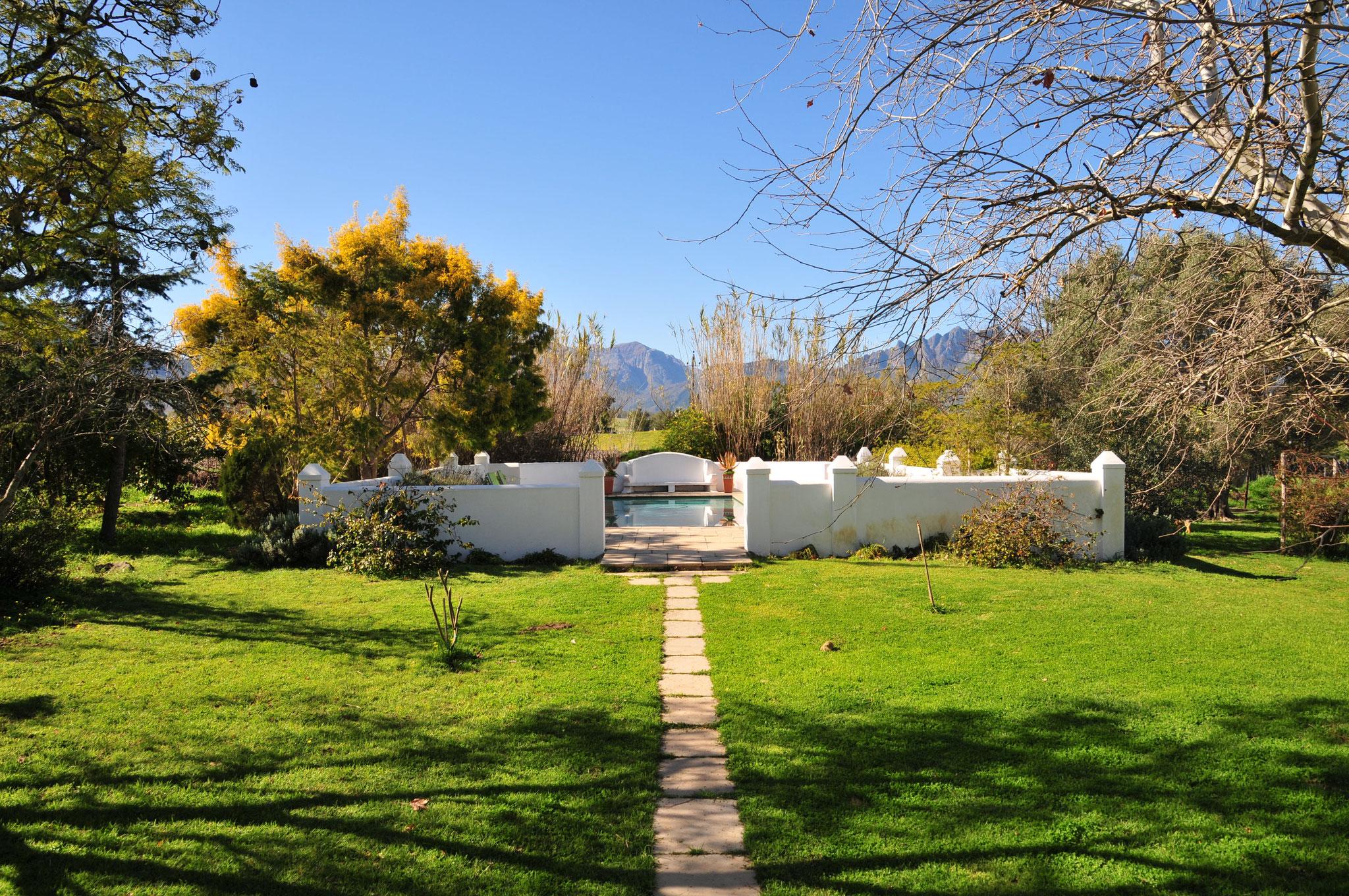 ...und ein Pool. Am Nachmittag via Paarl, an Stellenbosch vorbei nach Kapstadt (Cape Town)