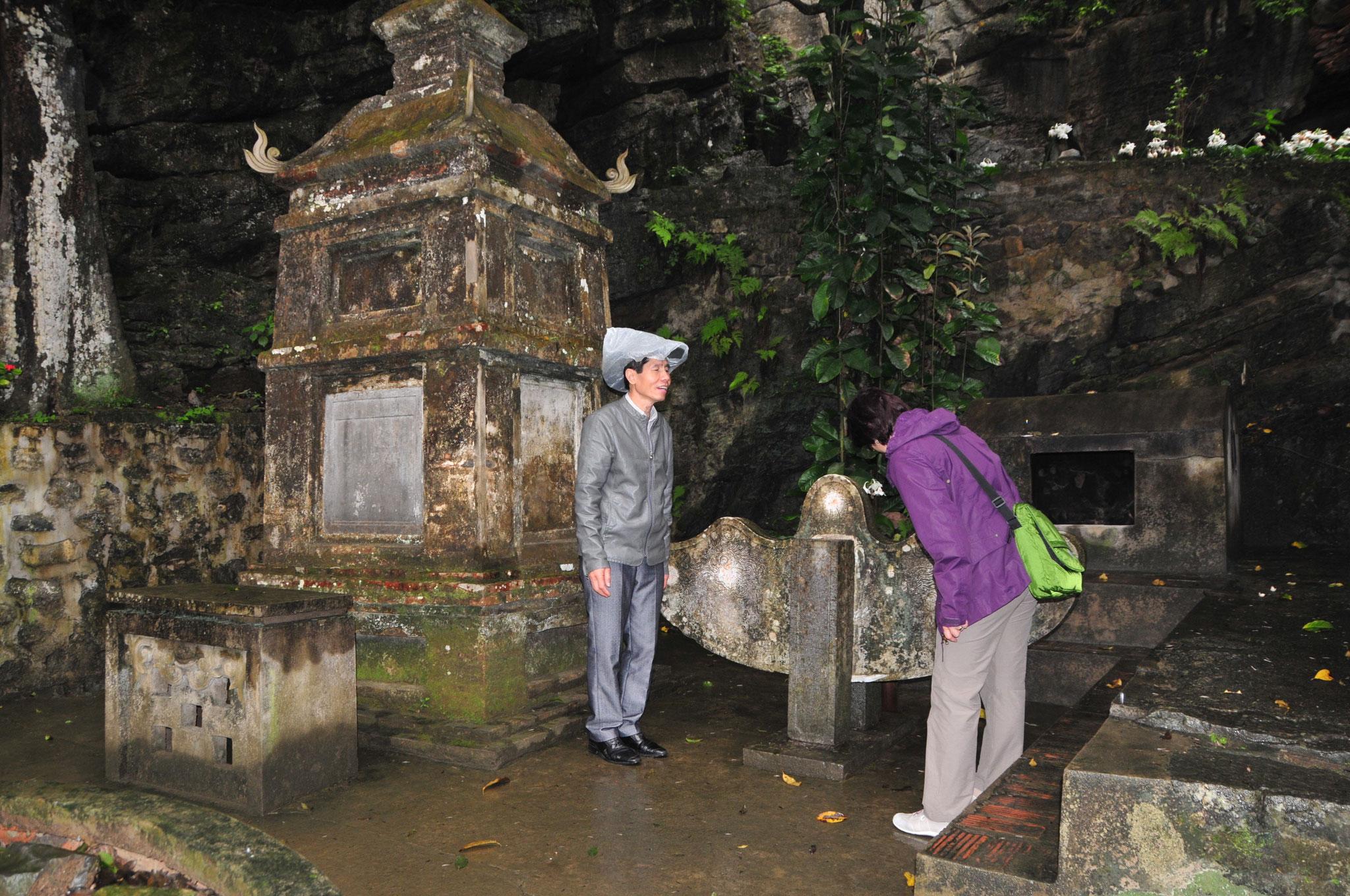 Tag 5 - Wir besichtigen den Bich Dong Tempel aus der Dinh Dynastie