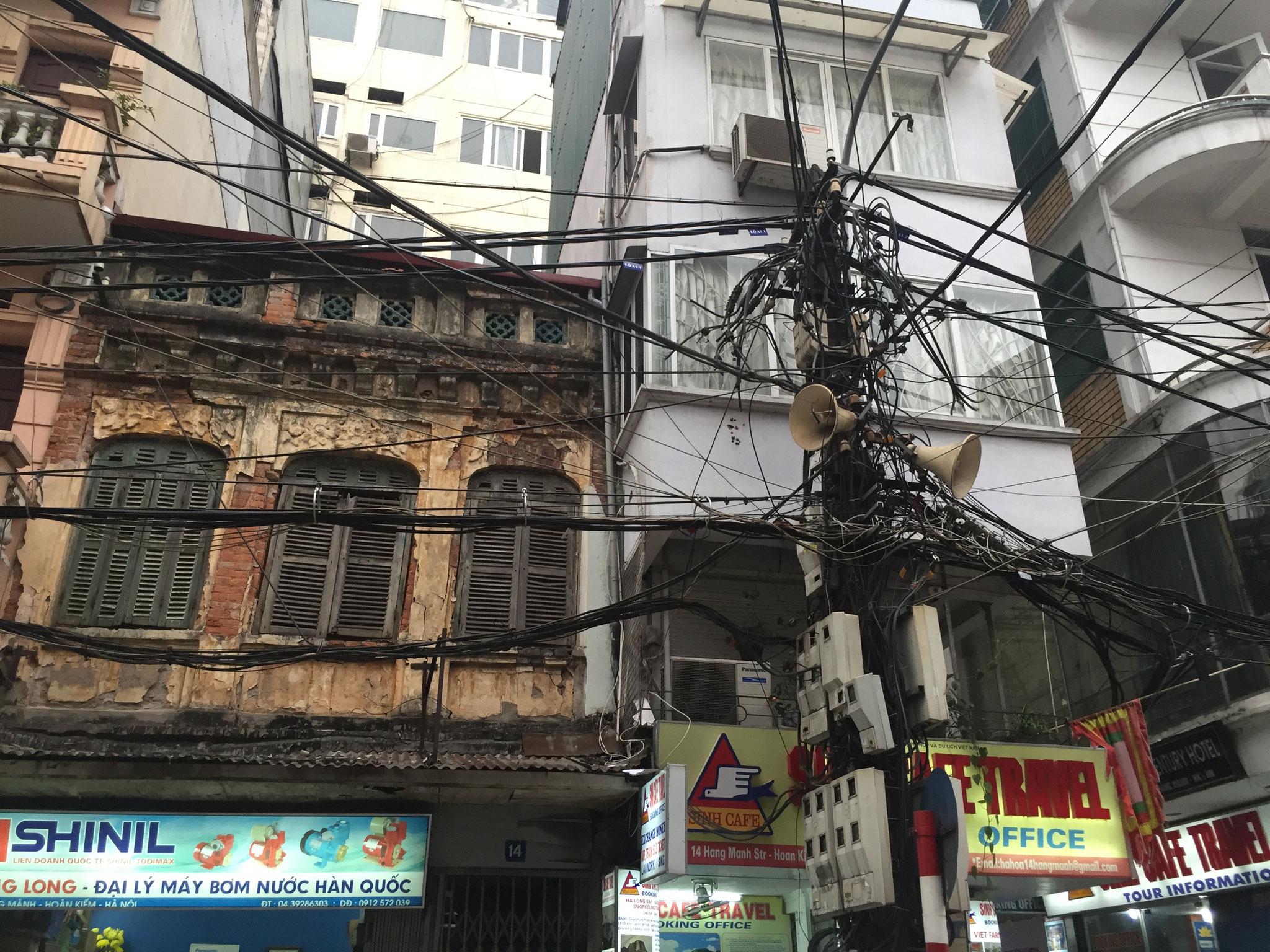 Tag 2 - Hanoi, die Stadt der strukturierten Verkabelungen und permanenten Radioberieselung