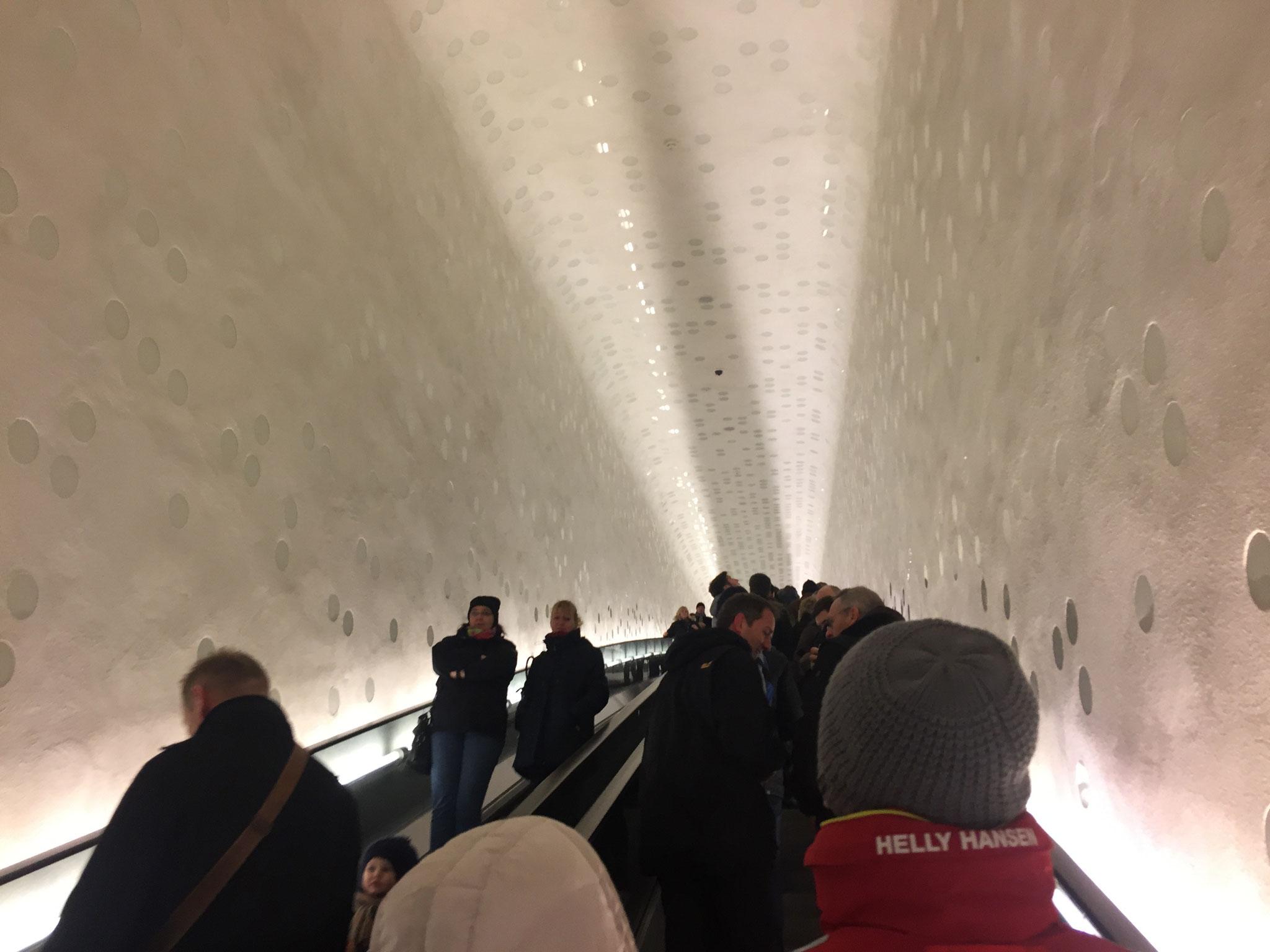 """Die """"Tube"""", die längste Rolltreppe der Welt"""