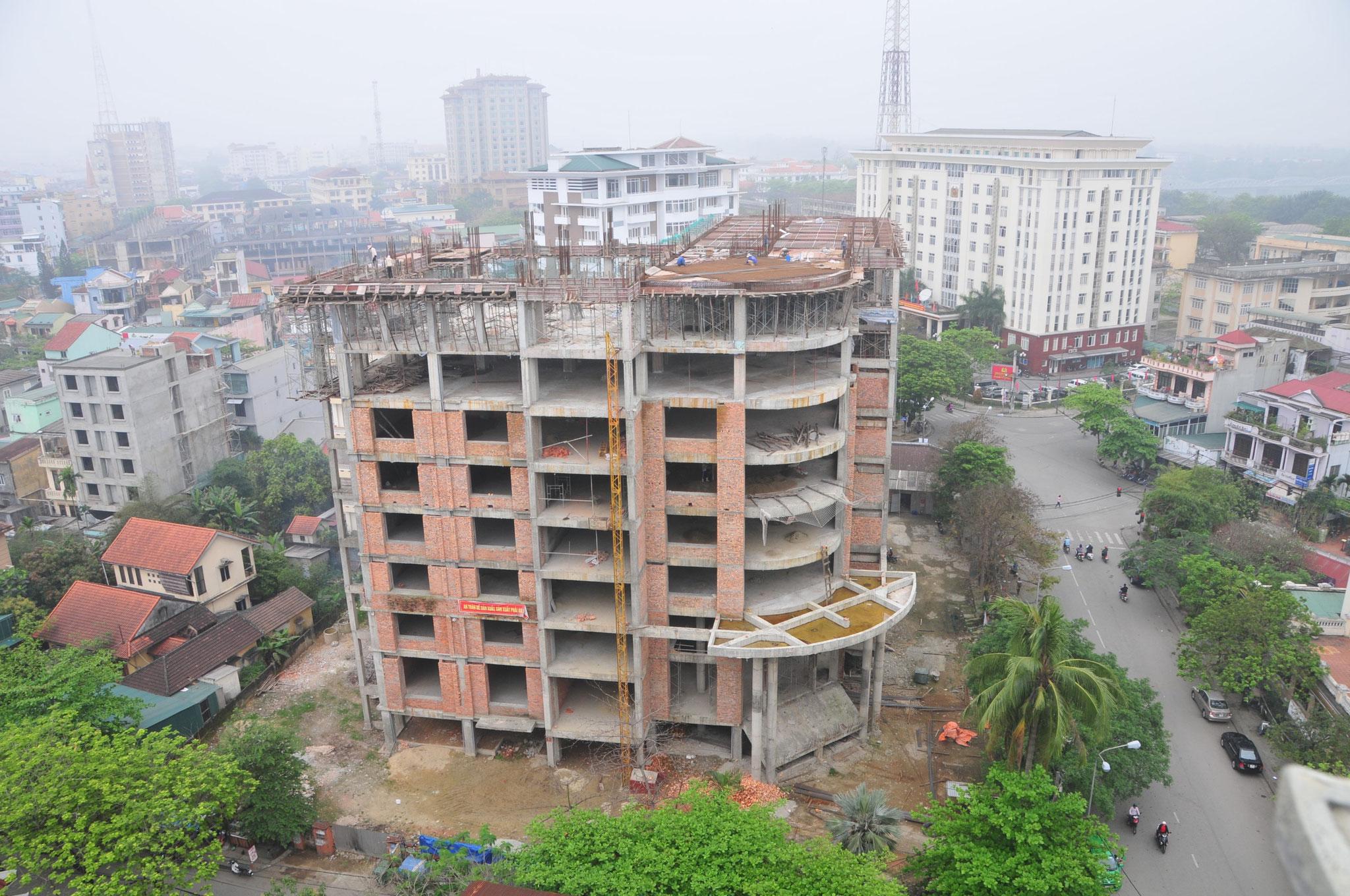 Ankunft in HoChiMinh-City (Saigon) - Die Baustelle neben unserem Hotel