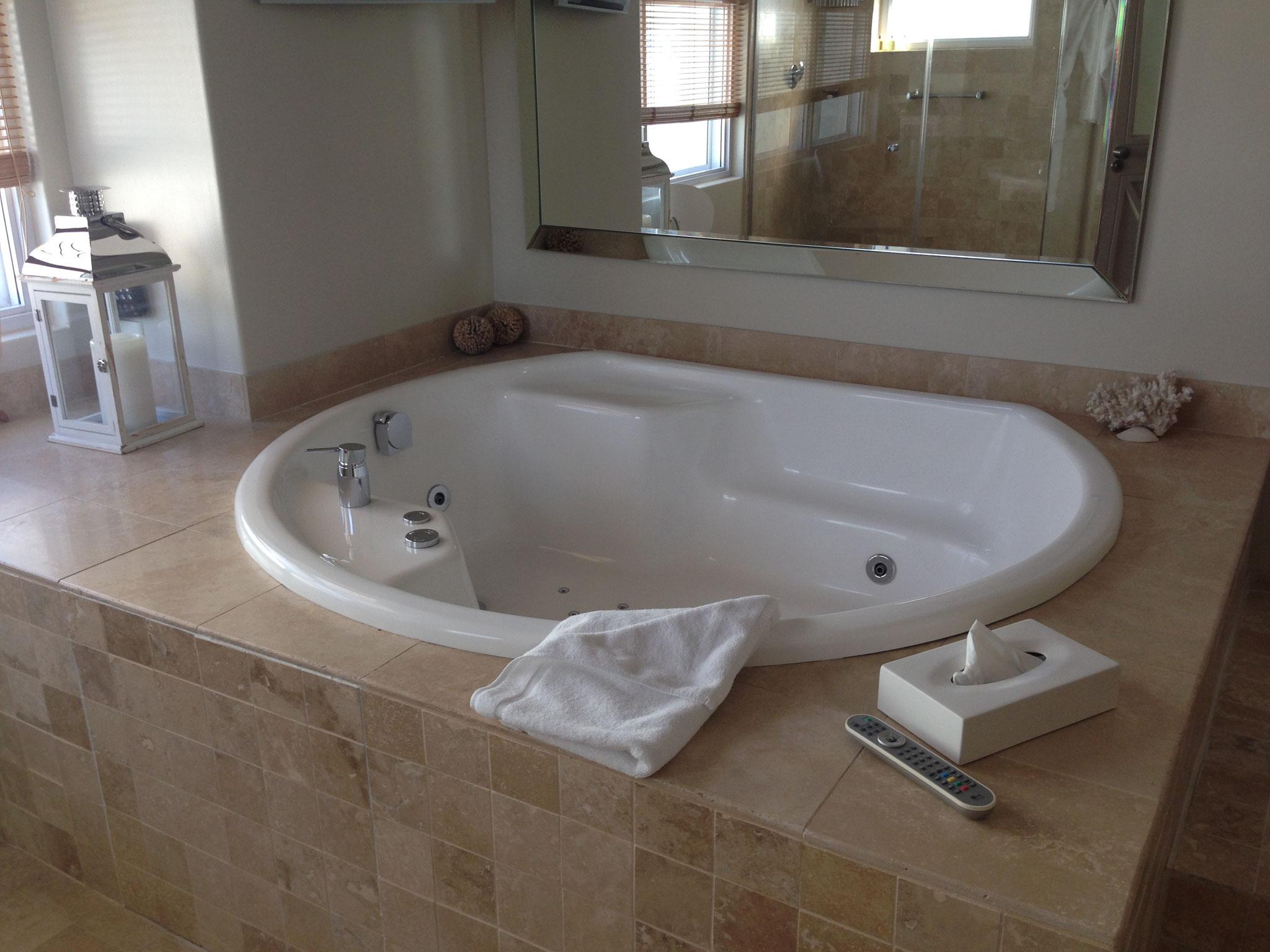...einem super Badezimmer...